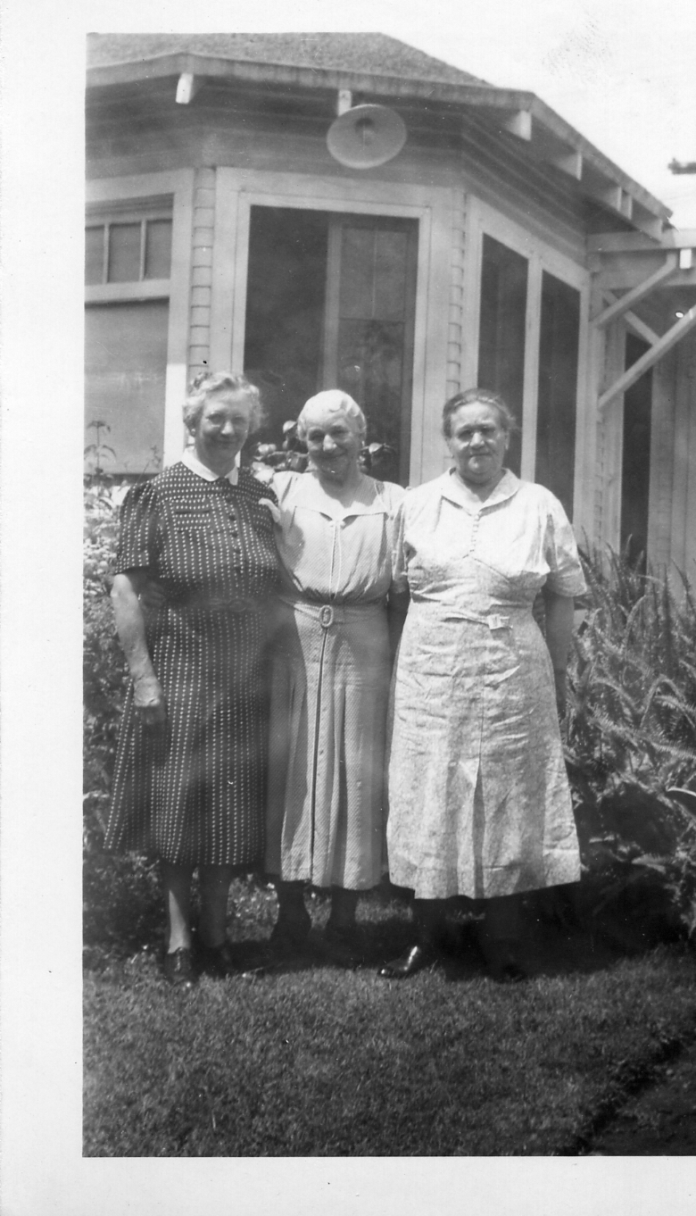 Lydia Schmidt McNamara (L) and her sister Fannie Schmidt Ratz (R). Middle woman is likely another sister, perhaps Emma