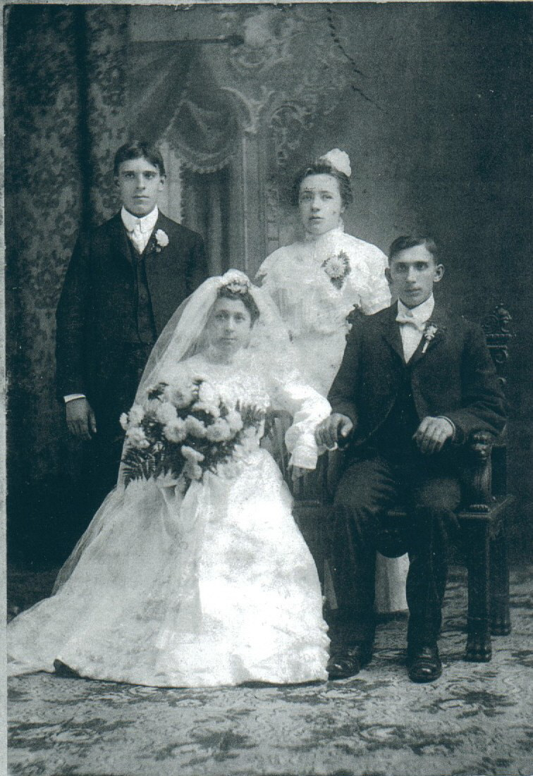 Wedding Photo of Marianna Grzeskowiak and Adam Pawlowski (1903)