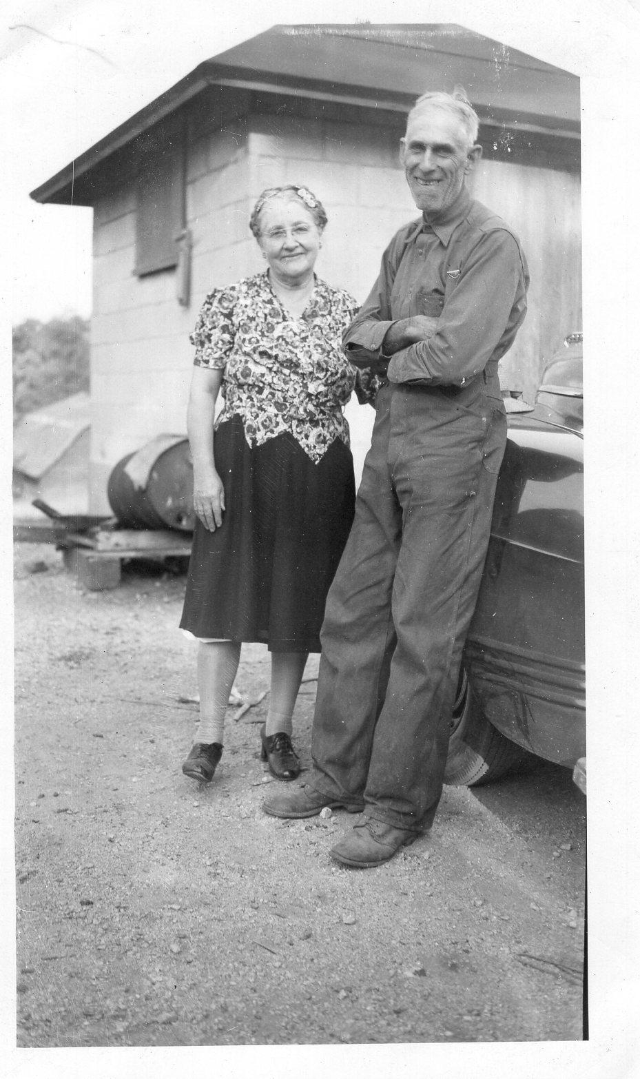 "Laura Victoria Kallman Carlson (1875-1961) and Husband, Sven Magne ""Mungy"" Carlson (1973-1946).    Photo credit:    Find a Grave Contributor, Danya"