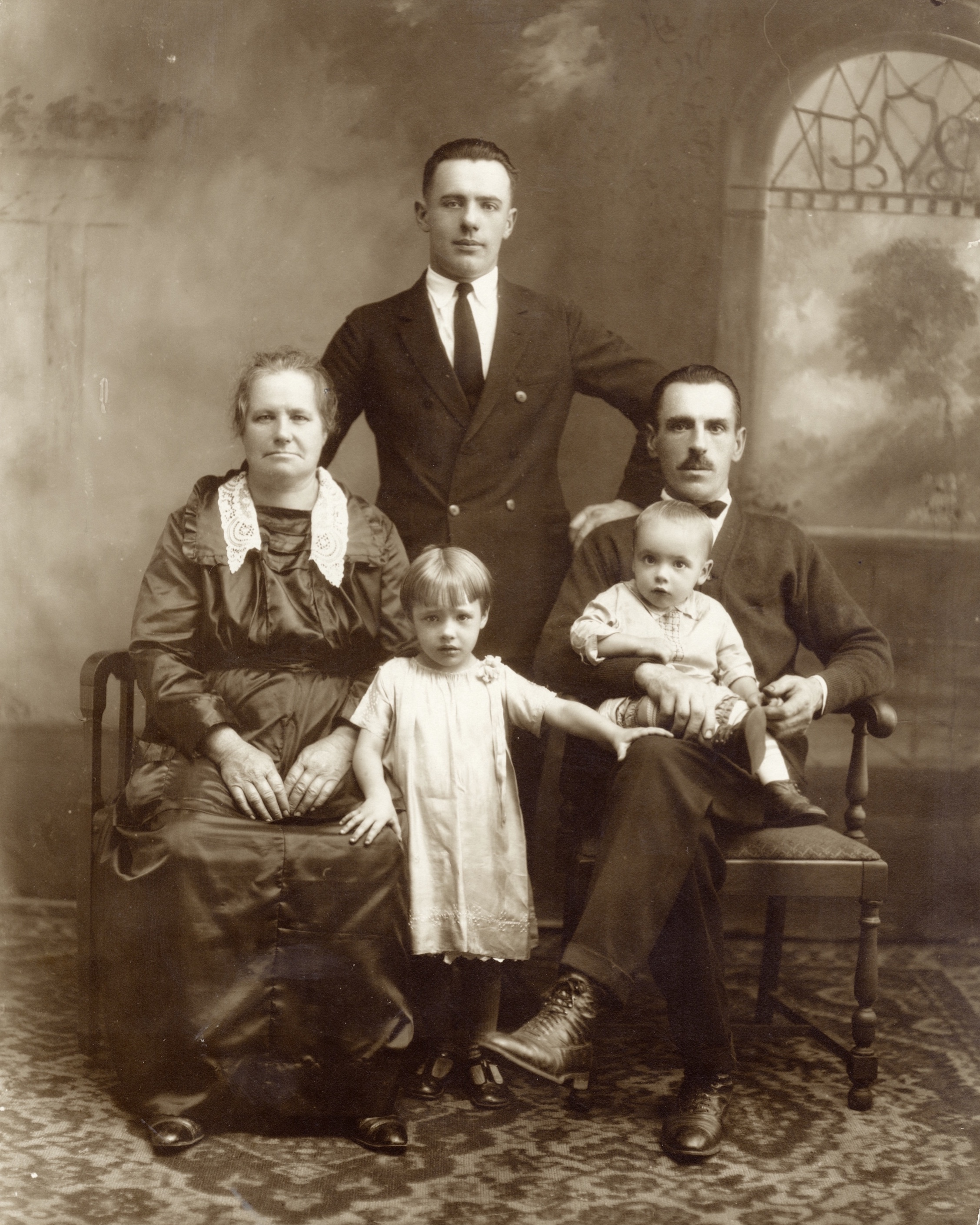 Unknown family from Windmer PA REDUCED.jpeg