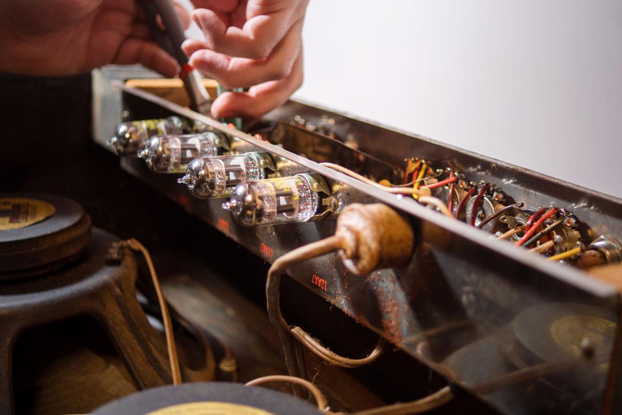 Copy of Repairing vintage Gretsch amp