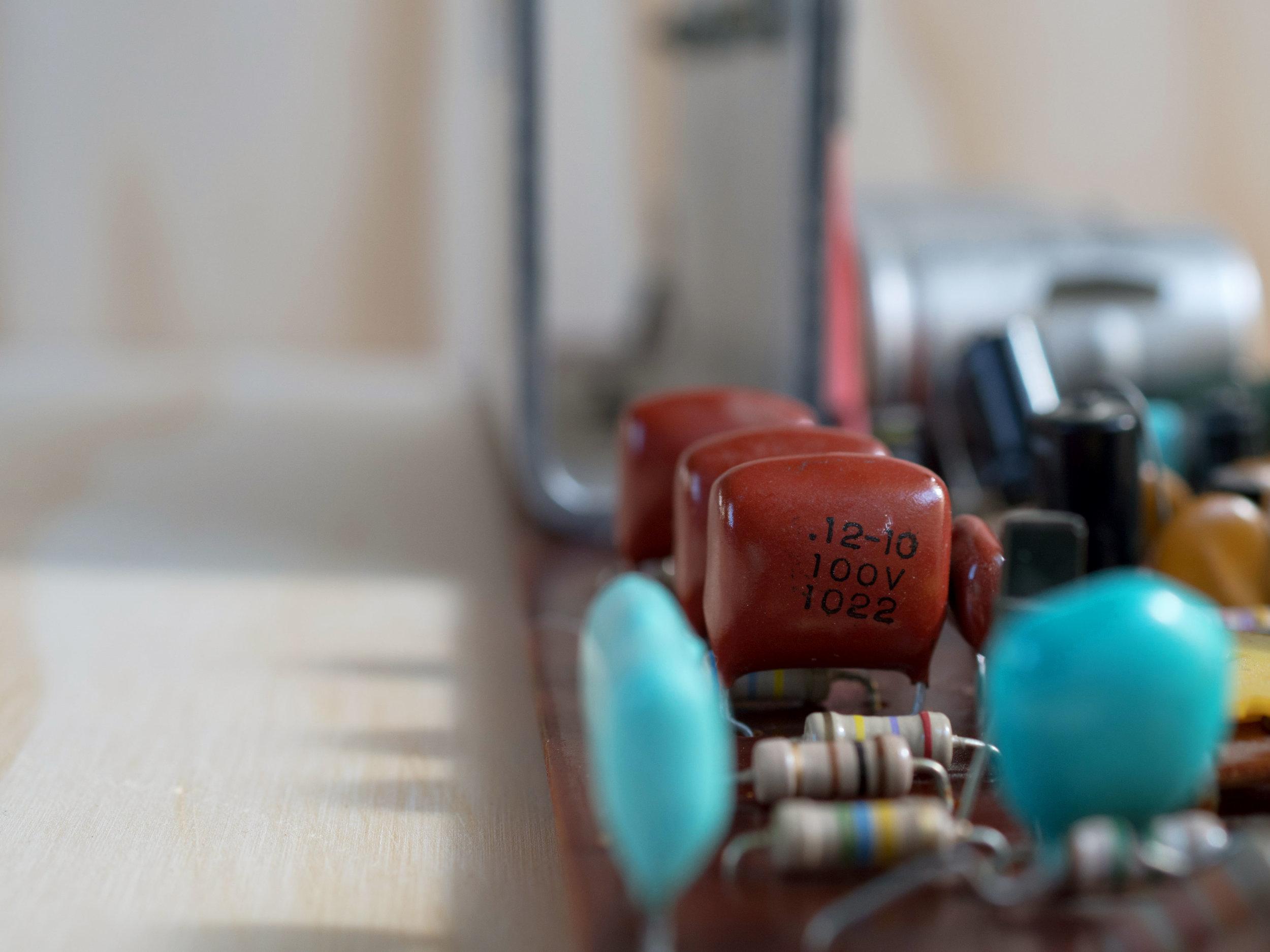 Wurlitzer 200 capacitors