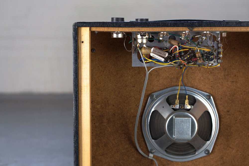 This is obviously a widowmaker amp because there is no power transformer in sight.
