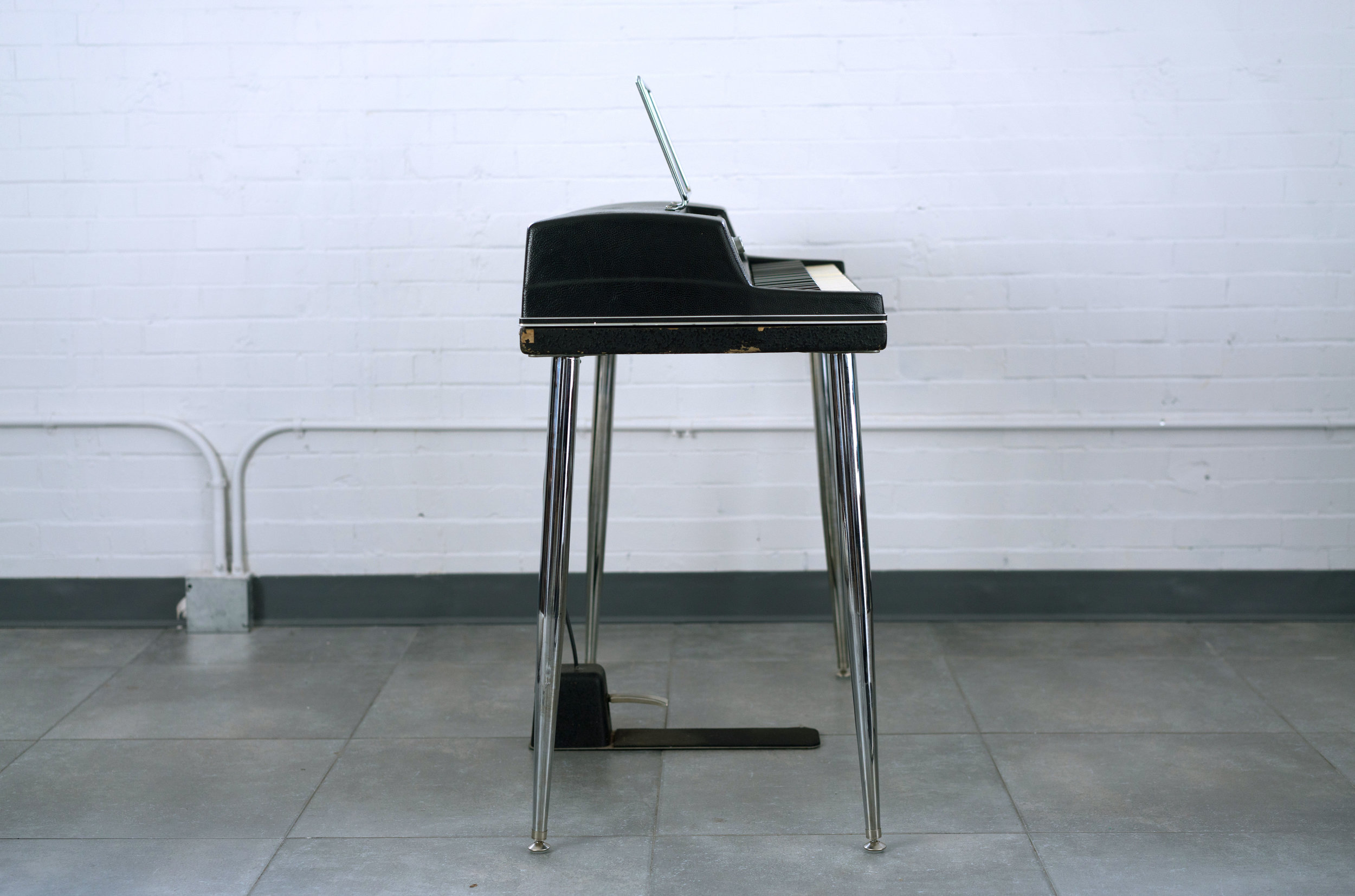 Wurlitzer 200 Left Side View with Pedal
