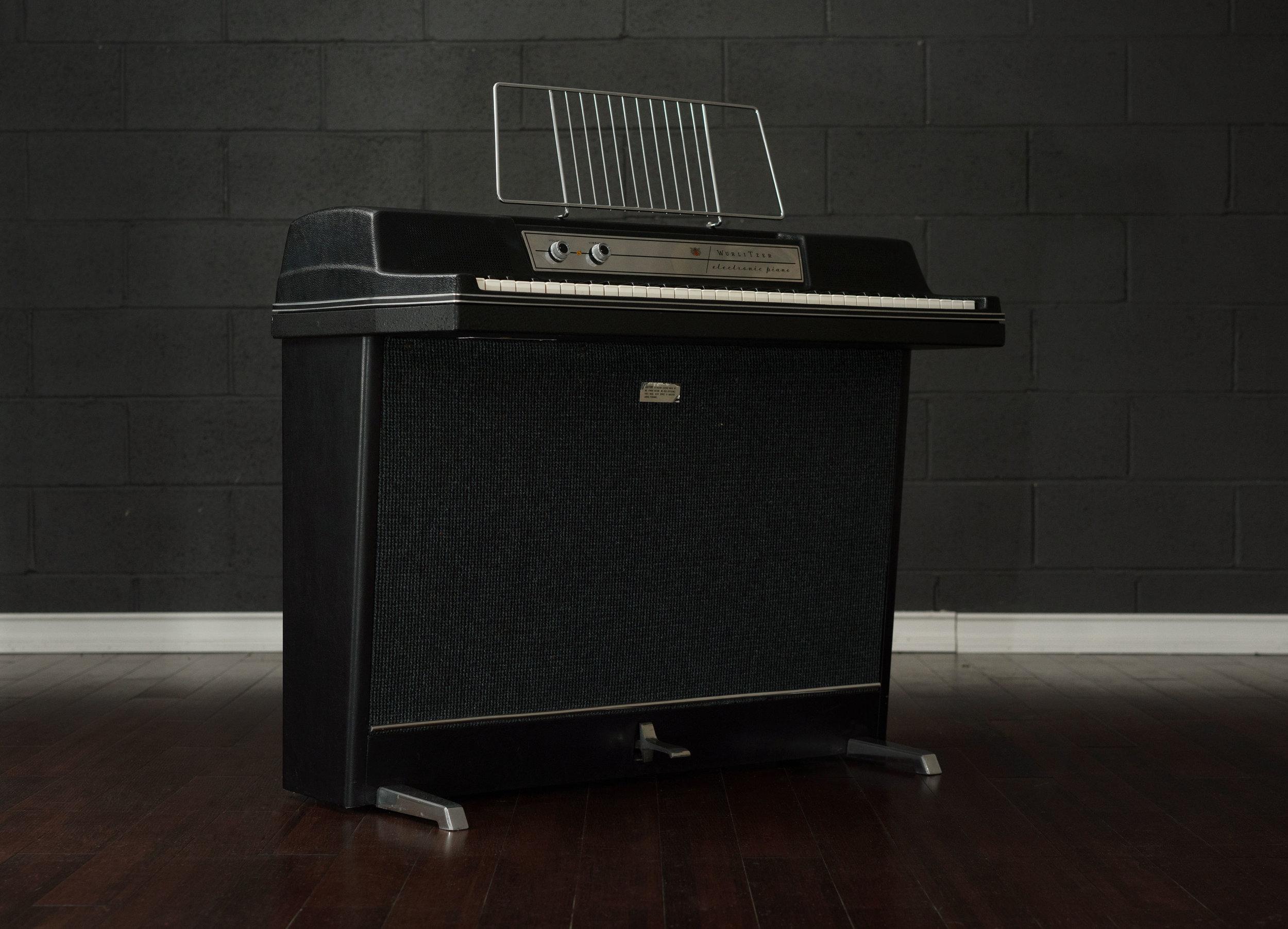 Wurlitzer 203 electronic piano 3/4 view