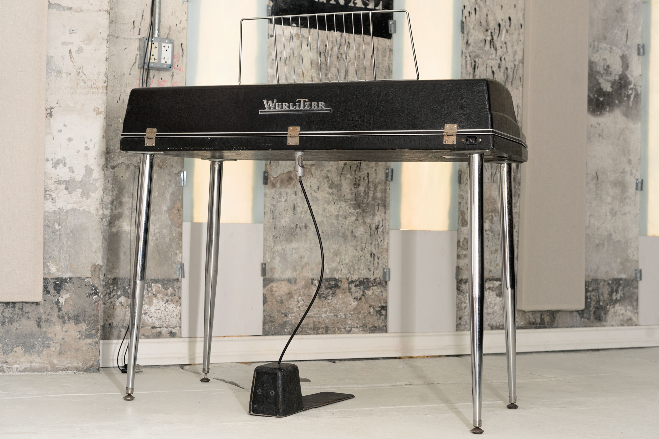 Wurlitzer 200a electronic piano rear view