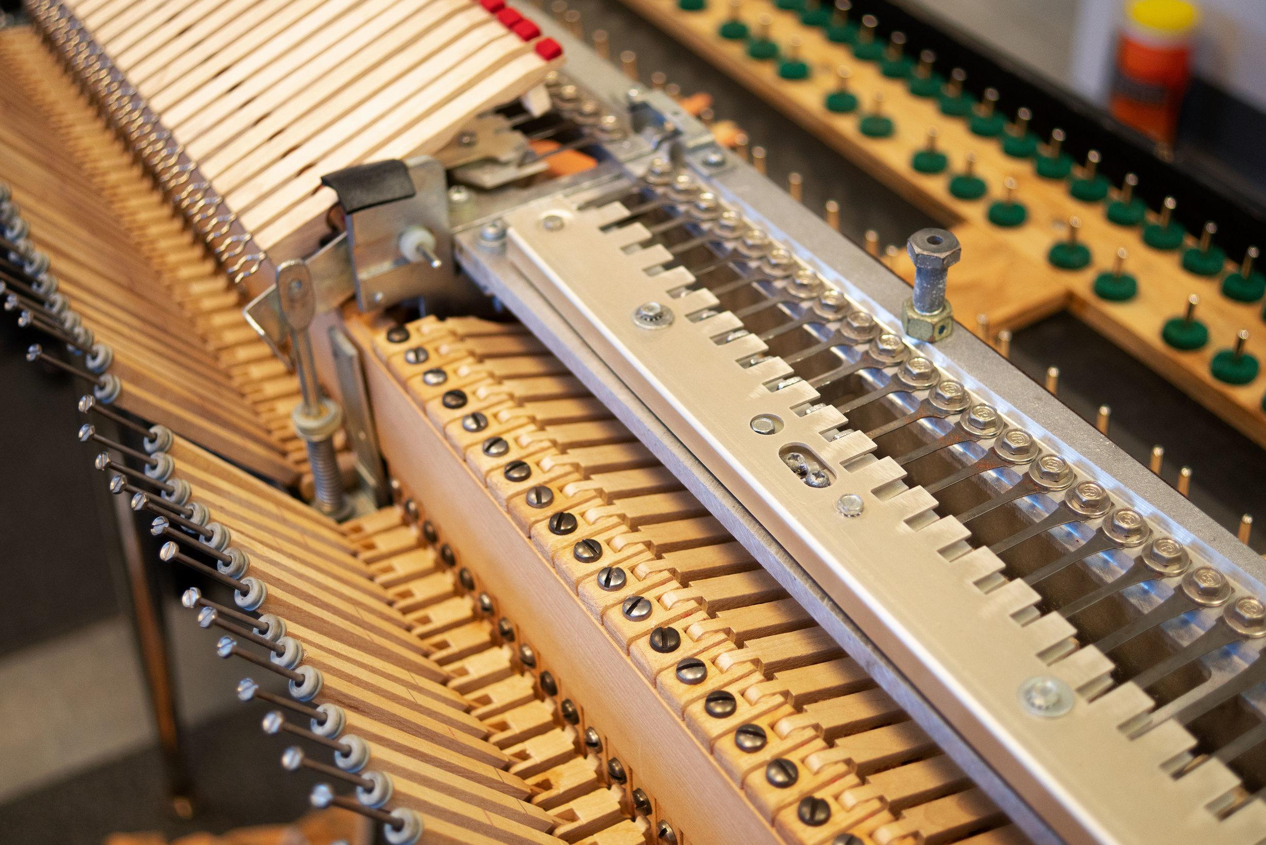 wurlitzer-electronic-piano-reeds.jpg