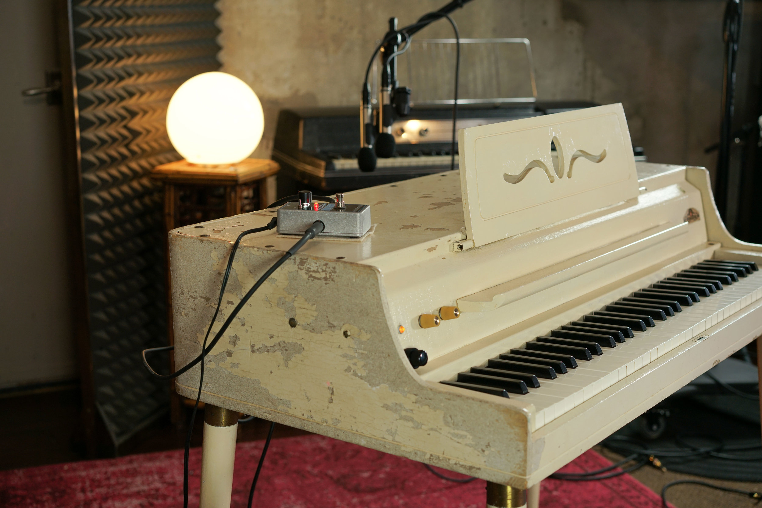 The Wurlitzer 145 after its restoration. We installed a new amplifier with a tube fx loop.