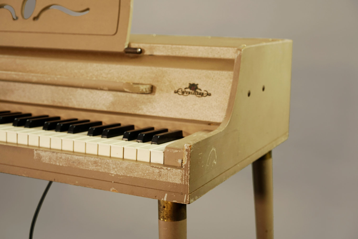 Removing Duct Tape from a Wurlitzer 140a