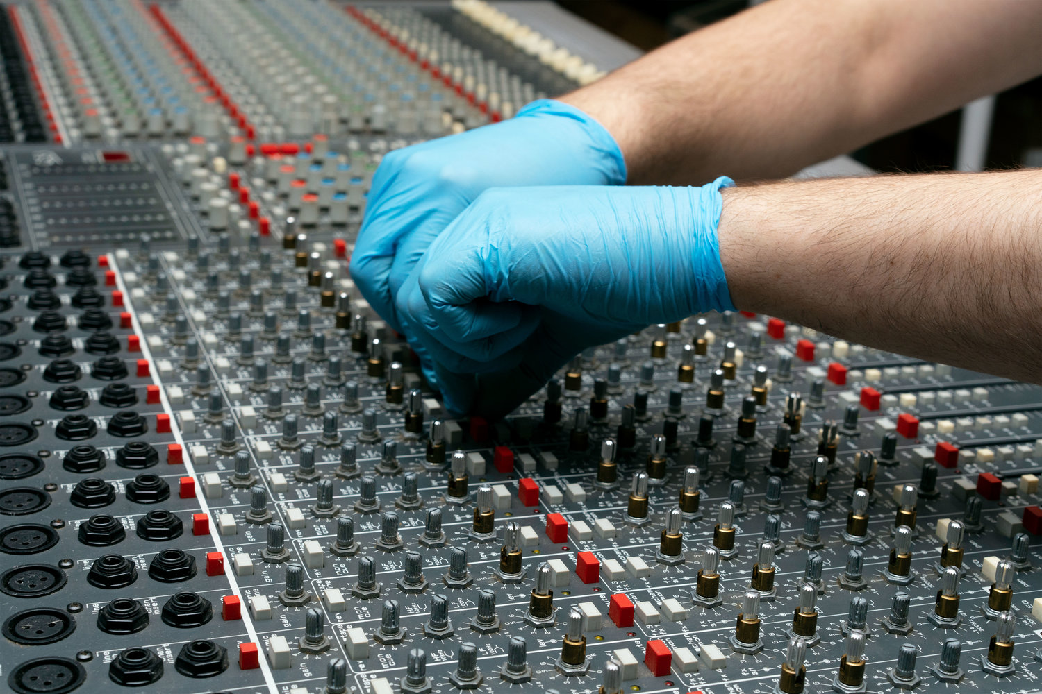 Allen & Heath GS-3: Cleaning the Knobs on a Vintage Console