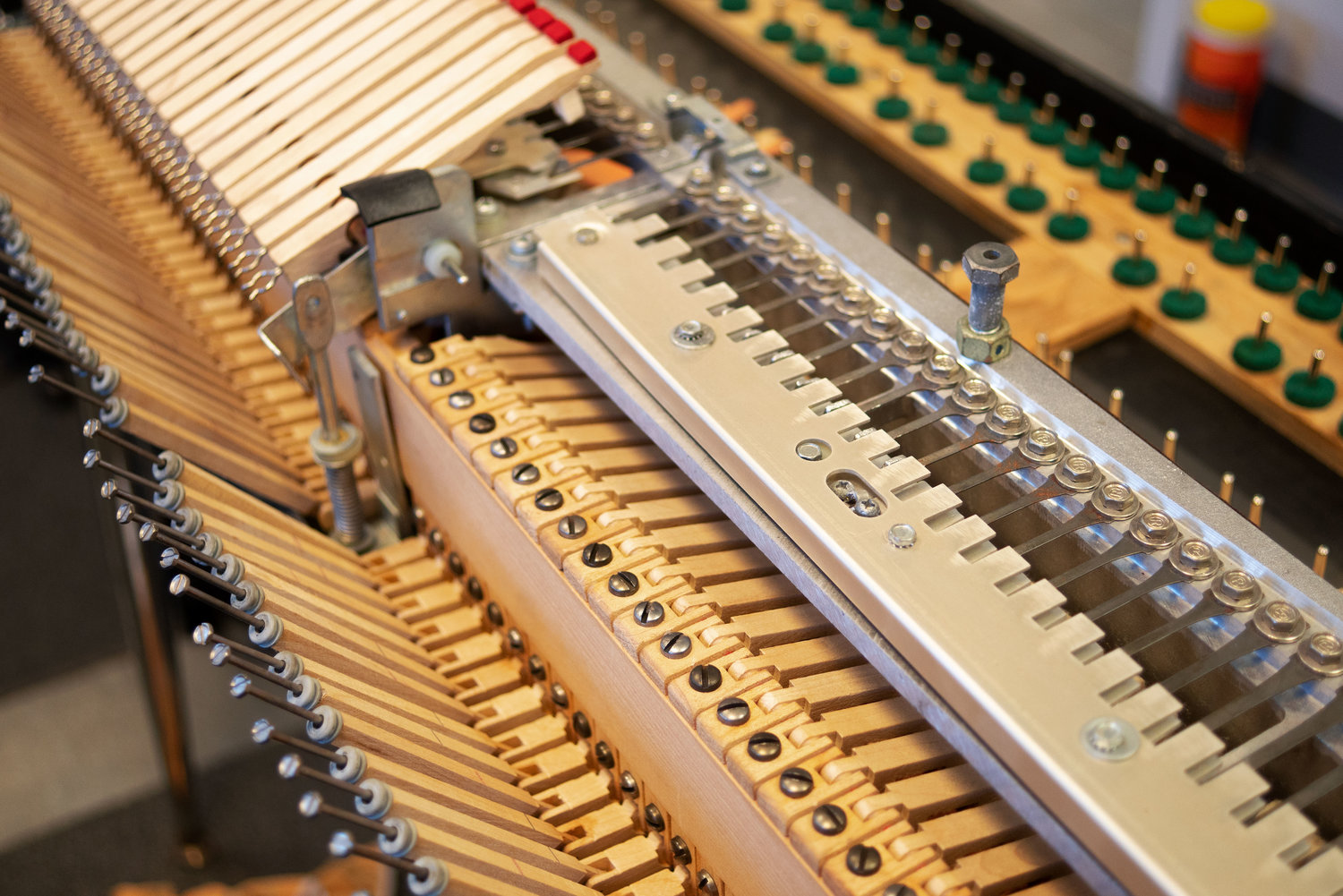 With the dampers removed from this 200-series Wurlitzer, you can clearly see the reeds and the pickup.