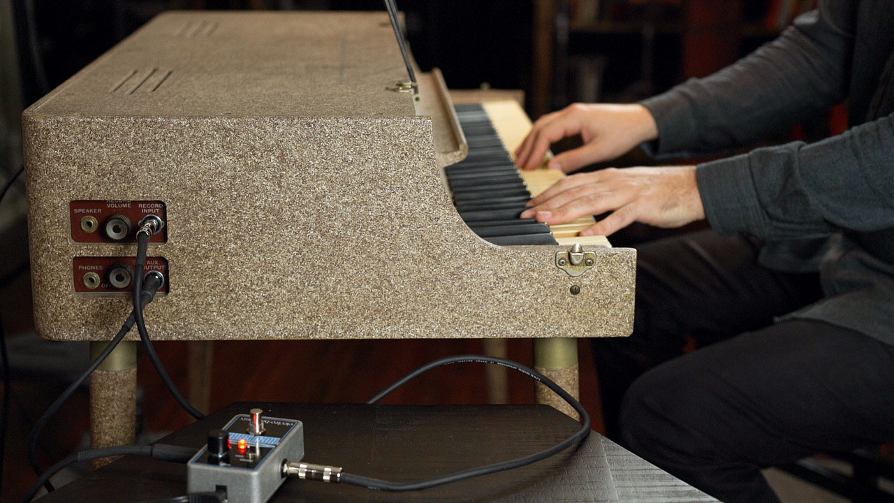 This Wurlitzer 112 has been modified for an fx loop, so pedals such as this reverb pedal can be used.