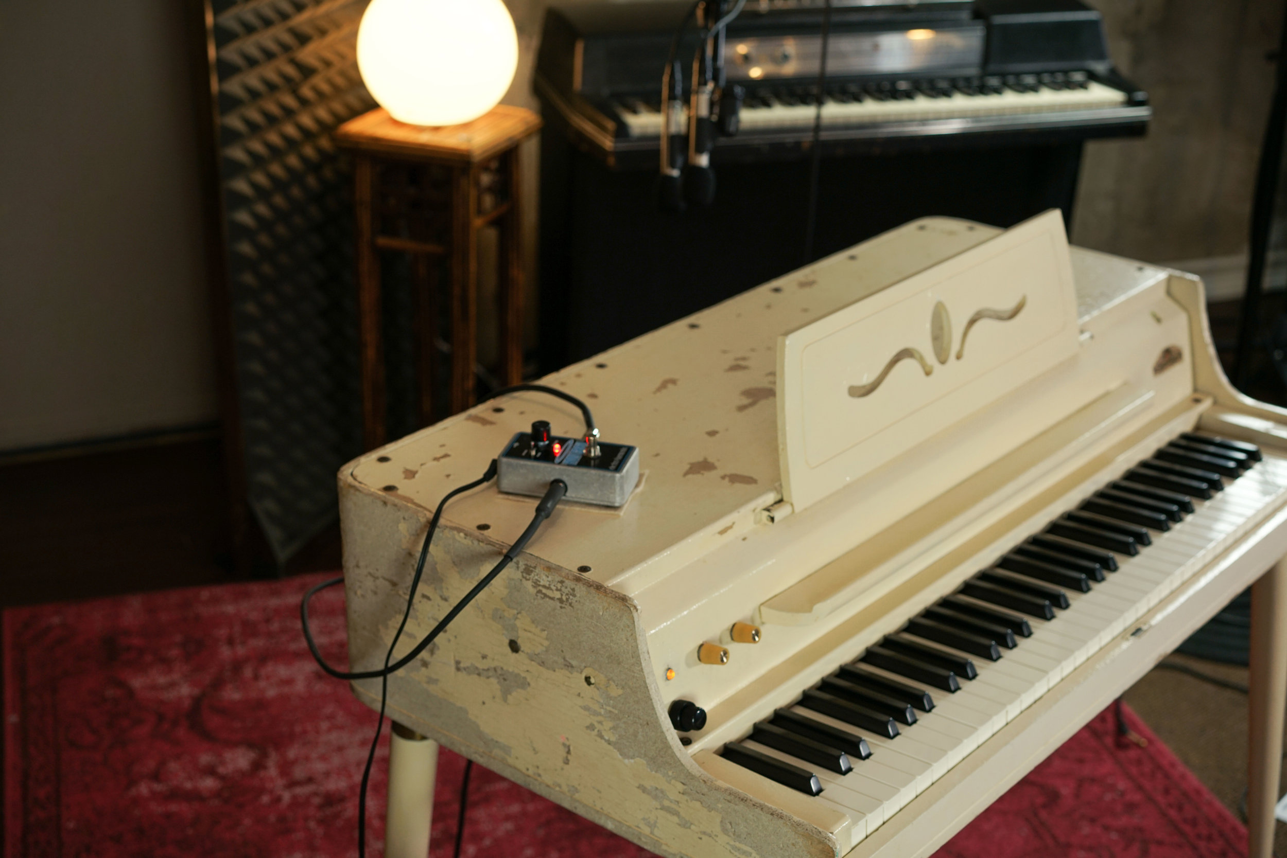 We installed a replacement amplifier in this Wurlitzer 145. Reverb was one of our favorite effects to put in the loop.