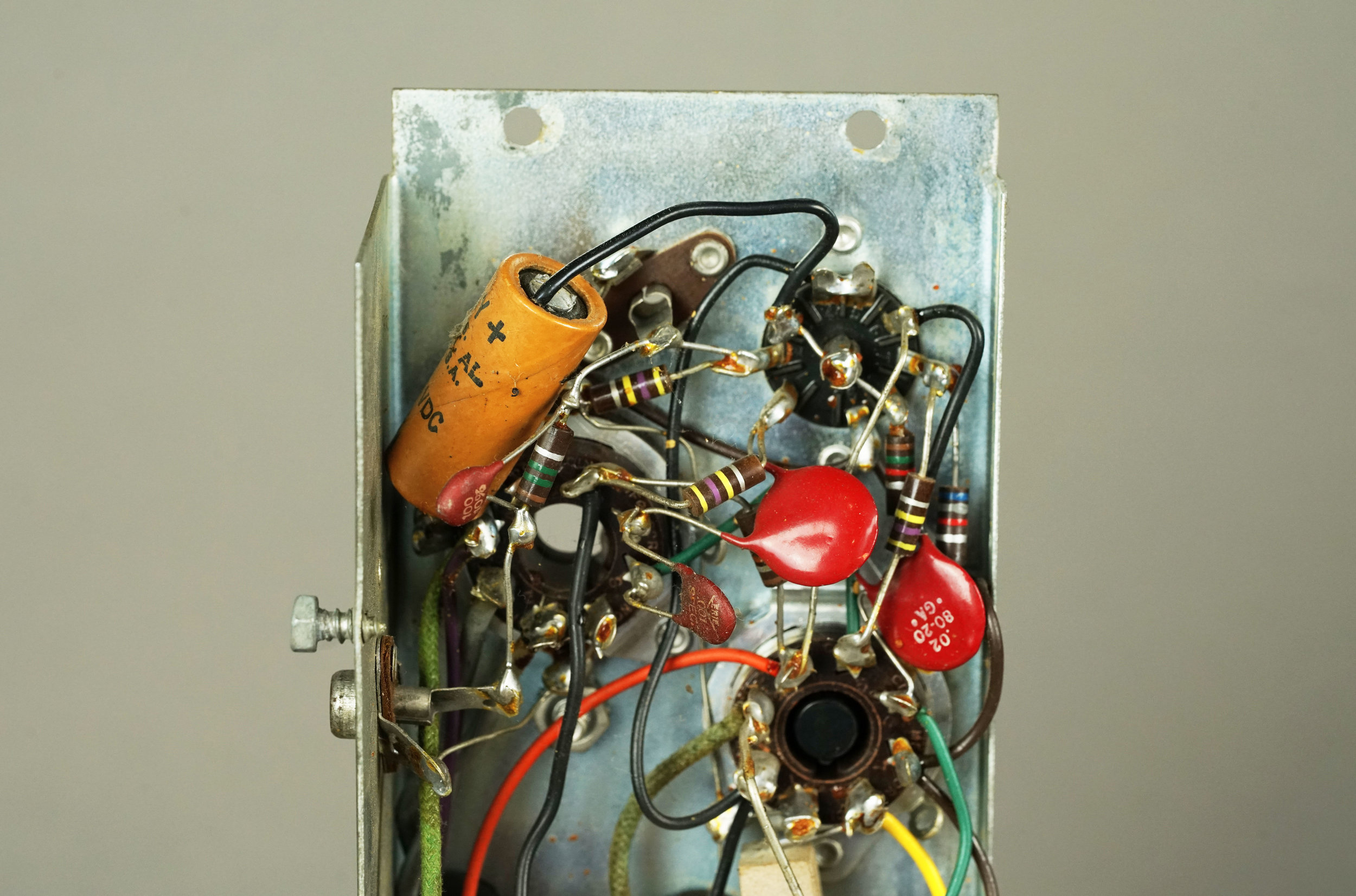 The input circuit of a Wurlitzer 700 tube amp.