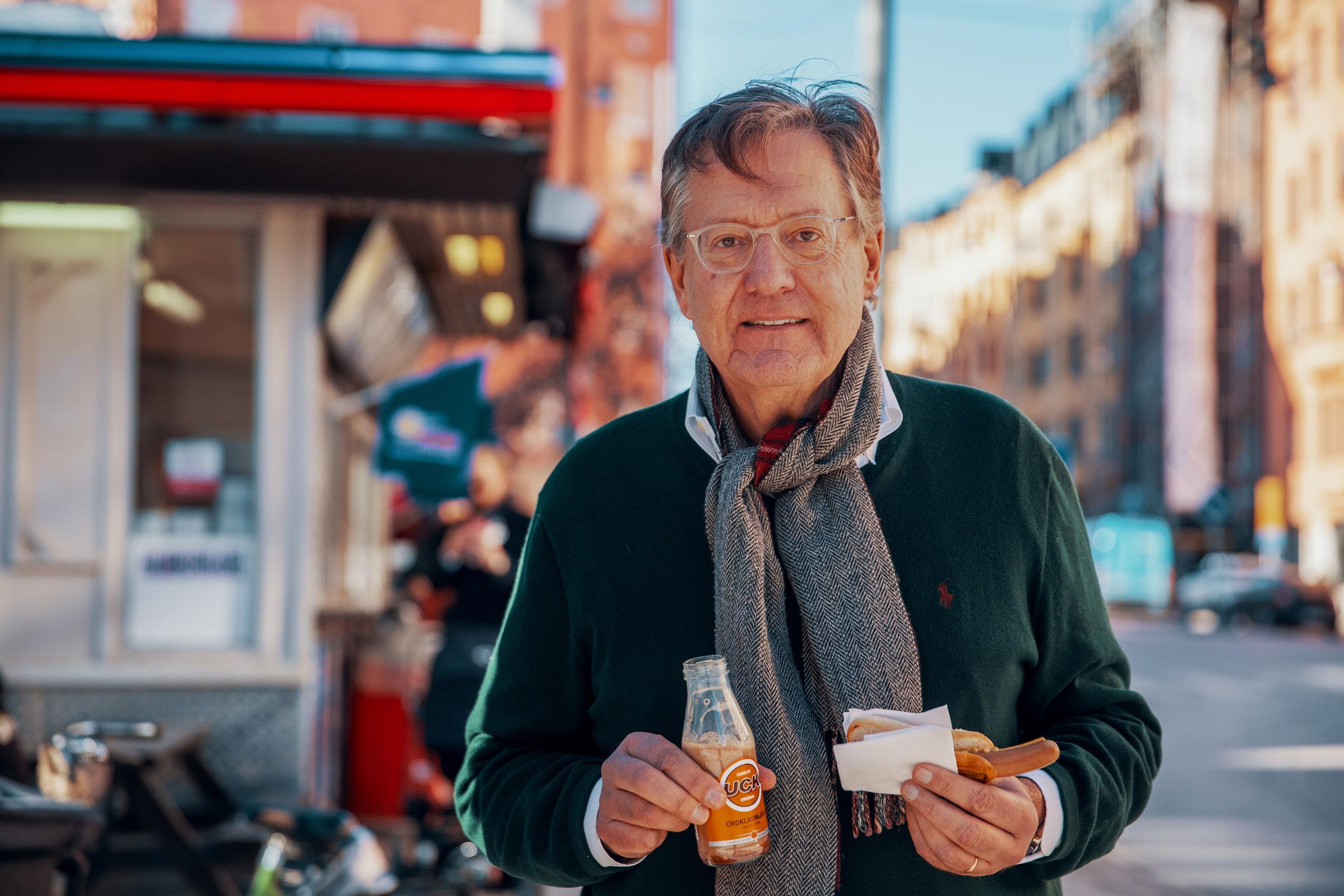 Hans Sydow utanför den där korvmojen på Rörstrandsgatan, februari 2019.