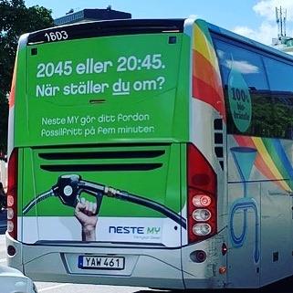 På väg till Almedalen? Flög du till Visby såg du säkert Nestes fina uppmaning! När ställer du om till fossilfritt? #Neste #NesteMyFörnybarDiesel #HVO100 #2045fossilfritt #almedalen #fossilfri #kampanj