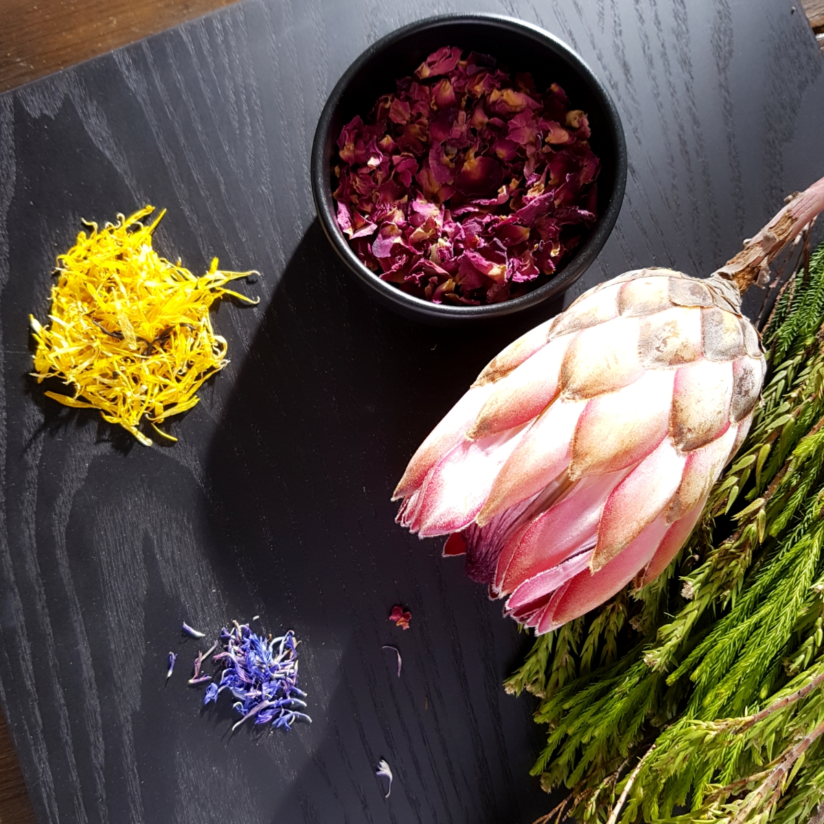 Dried flowers, herbs and spices