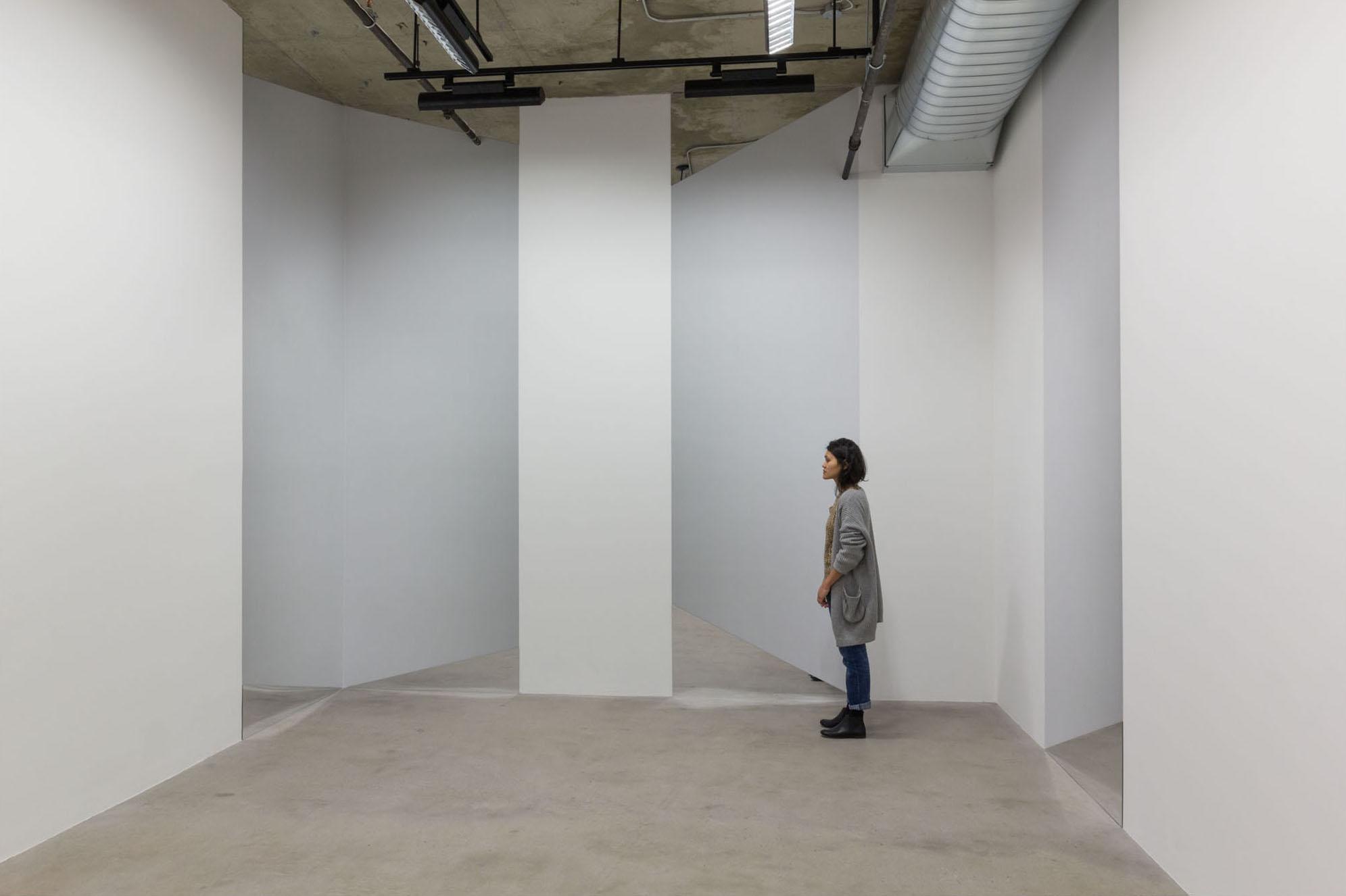 Caroline Cloutier,  Vertige , 2014, installation photographique (impression numérique sur vinyle et miroir)