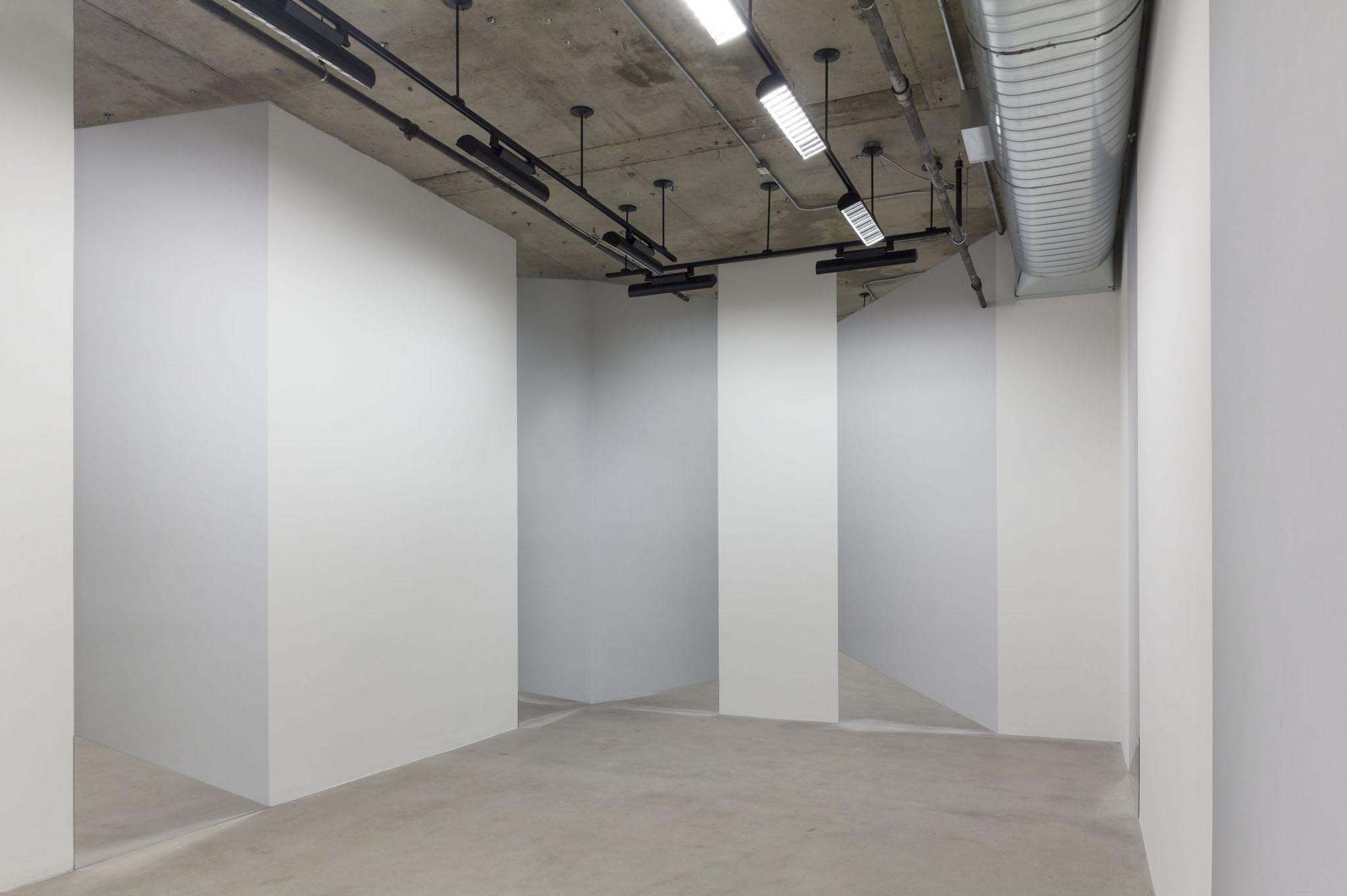 Caroline Cloutier,  Vertige , 2014, installation photographique (impression numérique sur vinyle, miroir)