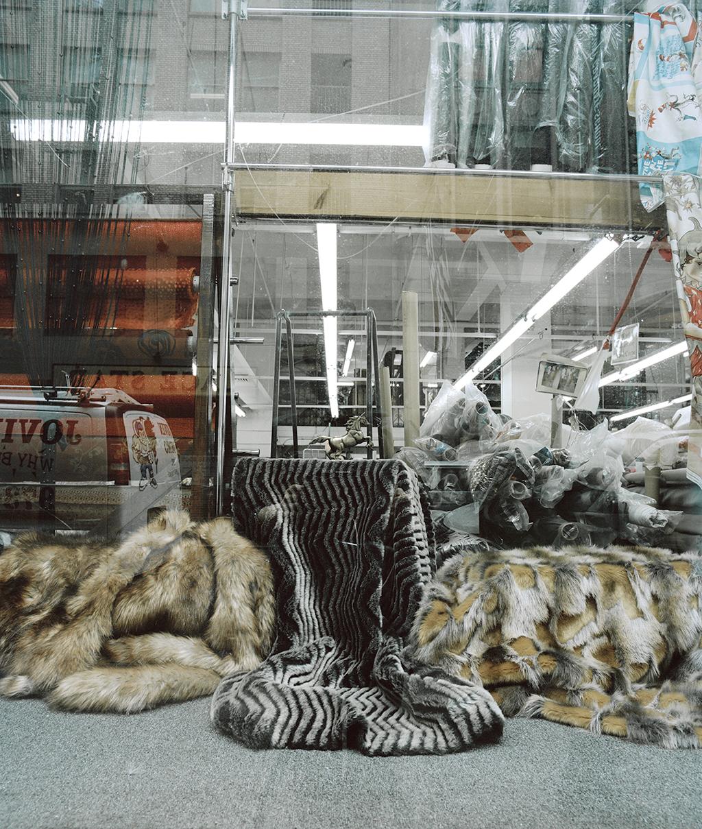 """Lorna Bauer,  Sans titre (Window Display) , 2012, impression au jet d'encre archive, 25 x 30 cm (10"""" x 12"""")"""