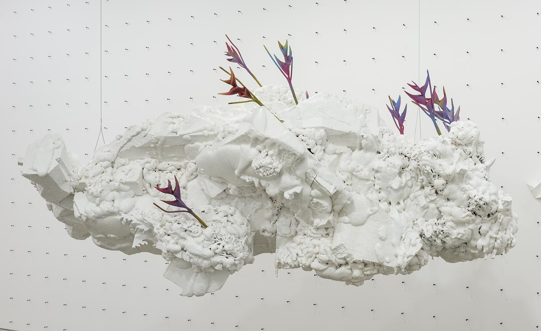 Philippe Caron Lefebvre,  Patriarche,  2016, Mousse polyuréthane, polystyrène, peinture et fleurs artificielles, Dimensions variables