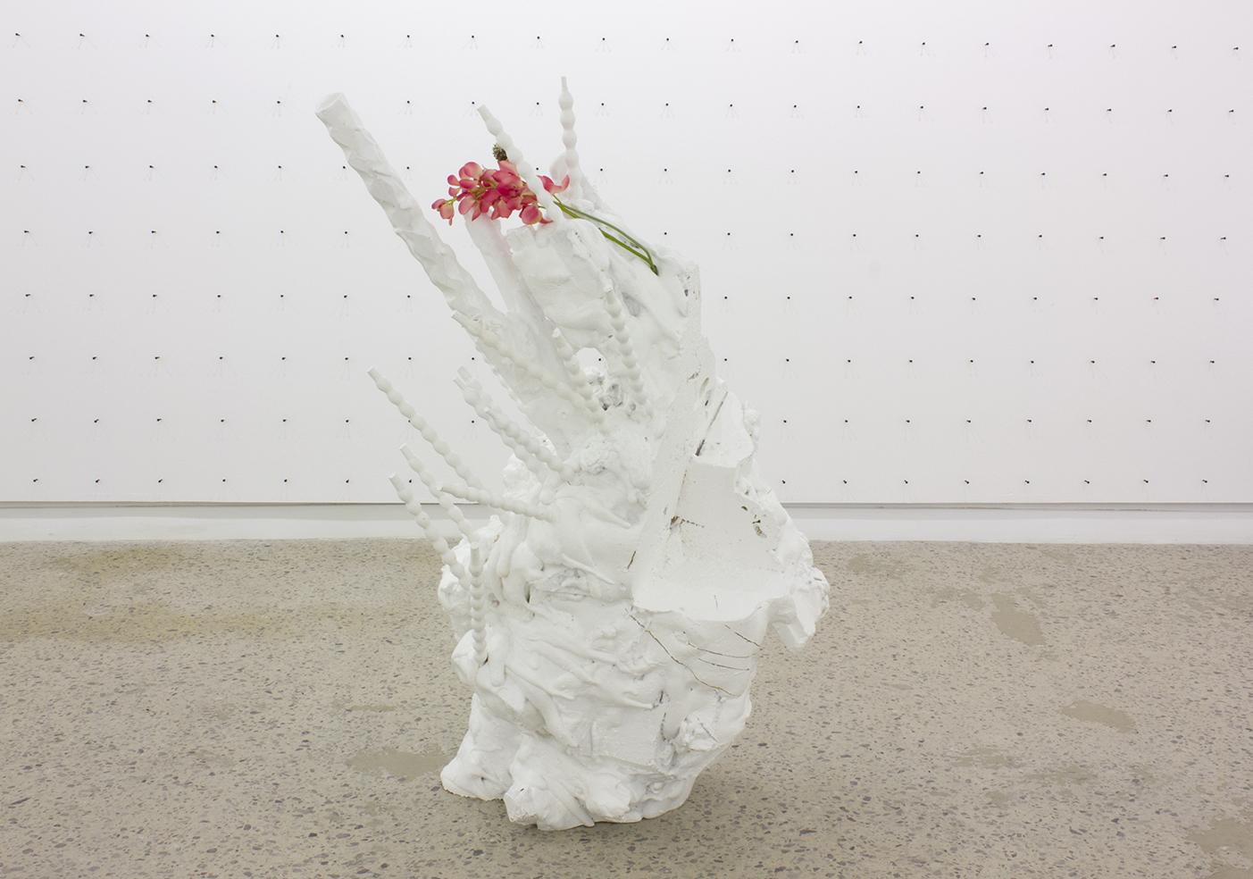 Philippe Caron Lefebvre,  Cétacé fantôme,  2016, Mousse polyuréthane, polystyrène, peinture et fleurs artificielles, Dimensions variables