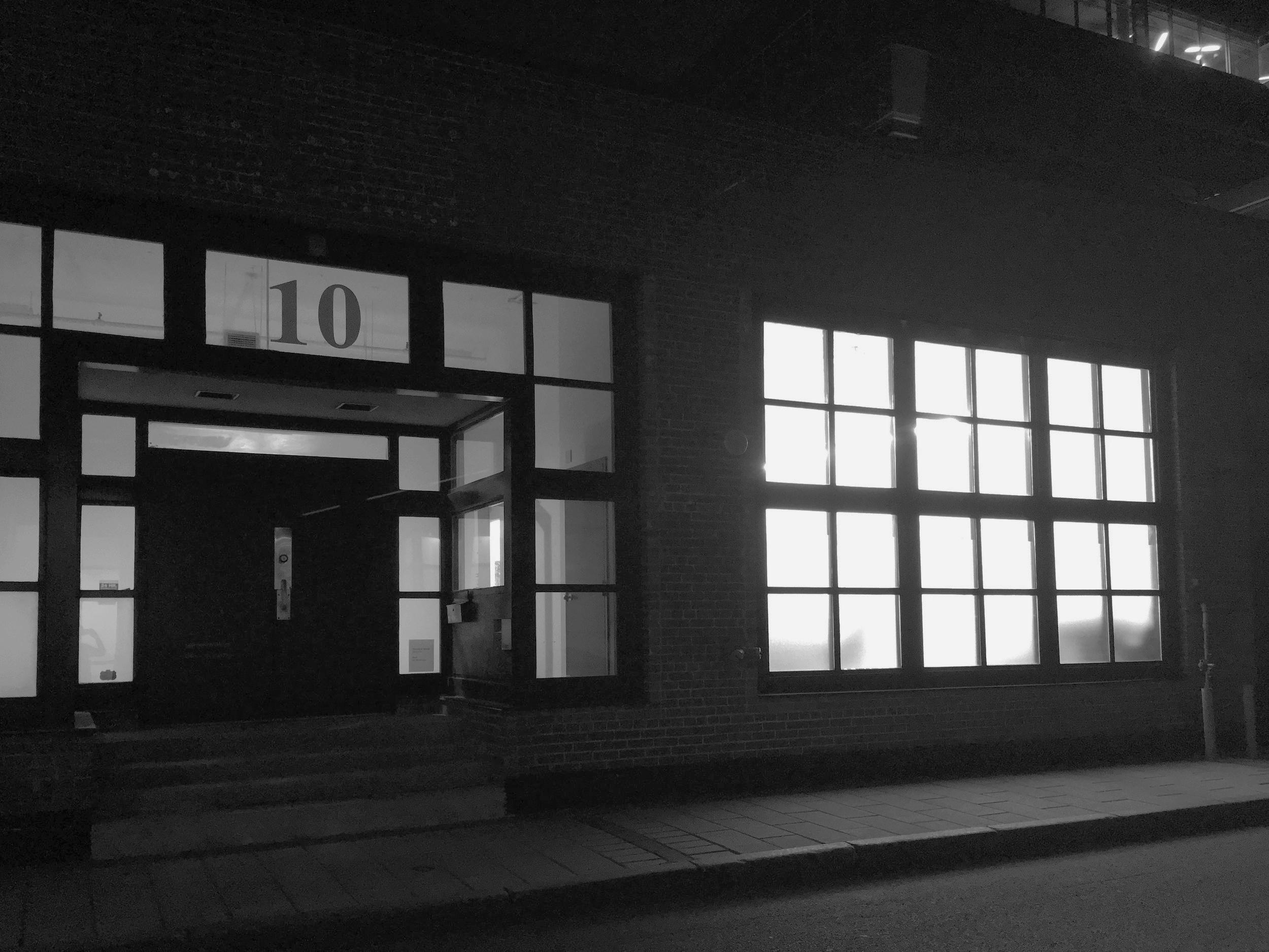 Historique - Inaugurée en 2011, la Galerie Nicolas Robert présente une sélection d'artistes contemporains canadiens émergents et établis travaillant la peinture, la photographie, le dessin, l'installation, la vidéo, l'installation sonore et la sculpture. Orientée autour de la notion de processus et d'un esthétisme formel épuré, la galerie contribue à la diffusion et à la promotion de la création artistique contemporaine en offrant une programmation d'expositions individuelles et collectives rigoureuses et innovantes.