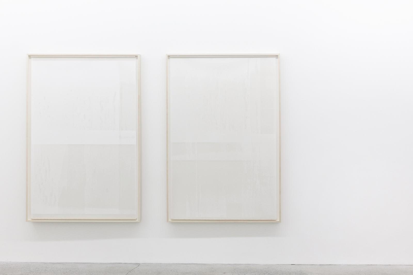 """Jim Verburg,  Untitled (de la série An Accurate Silence),  2016, peinture à l'huile sur Mylar givré suspendu devant un panneau peint mat,  160 x 107 cm (63"""" x 42"""") chacun"""