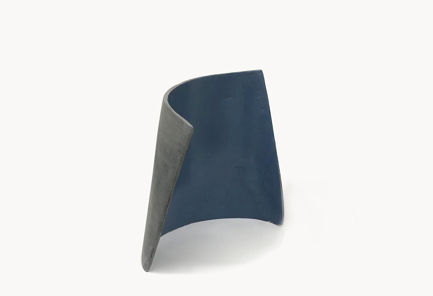 Simone Rochon, Formes fléchies no. 1 , 2017, plâtre, fibre de verre et peinture acrylique, dimensions variable.