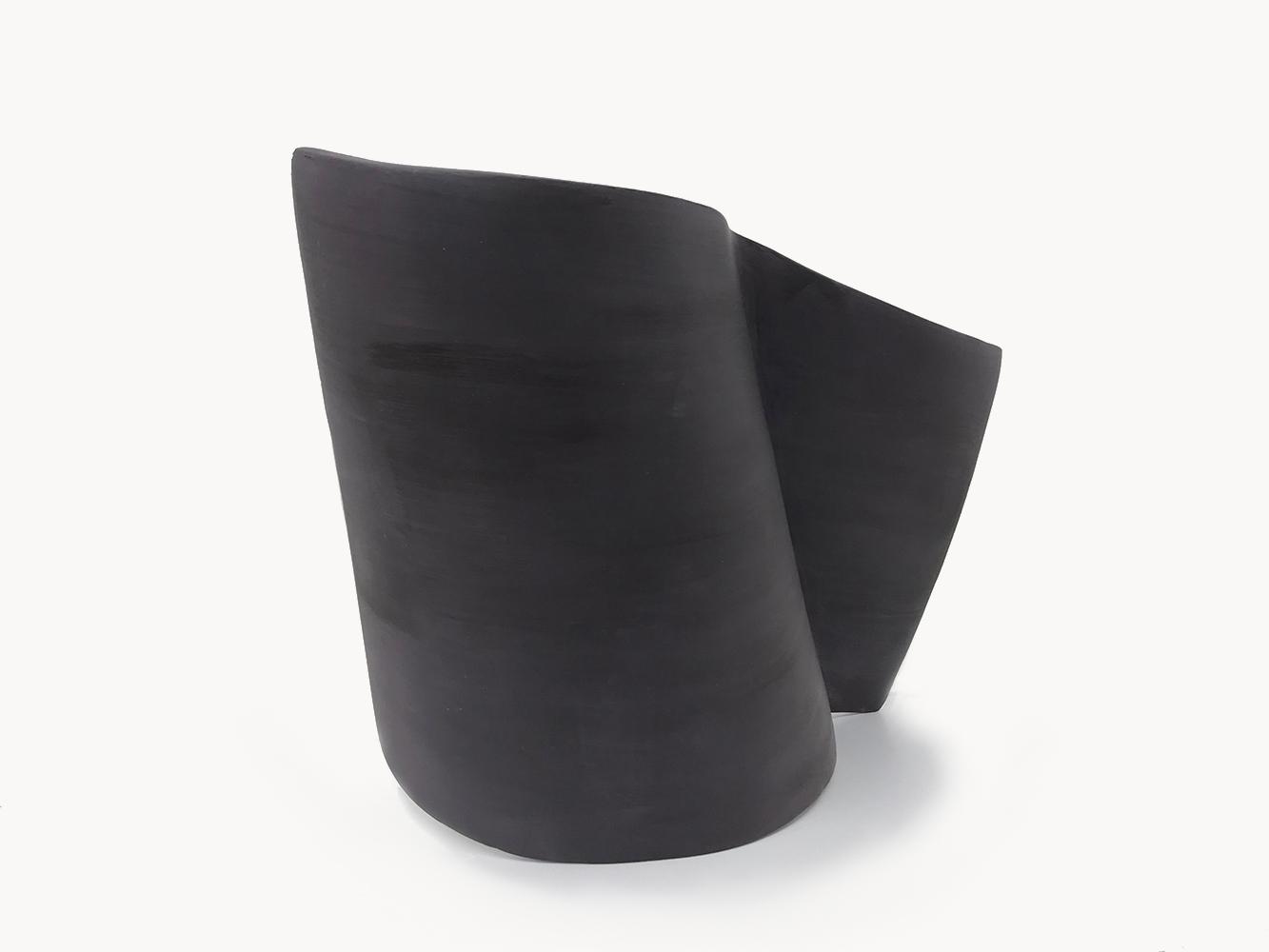 Simone Rochon, Formes fléchies no. 3 , 2017, plâtre, fibre de verre et peinture acrylique, dimensions variable.