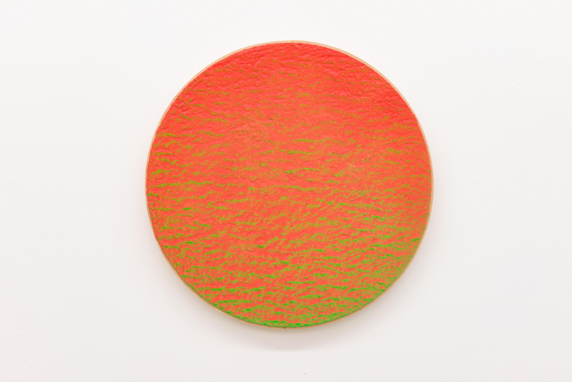 """Pierre Julien,  In The Deepest Oceans-B11 , 2018, stucco et peinture aérosol sur bois, diamètre : 41 cm (16"""")"""