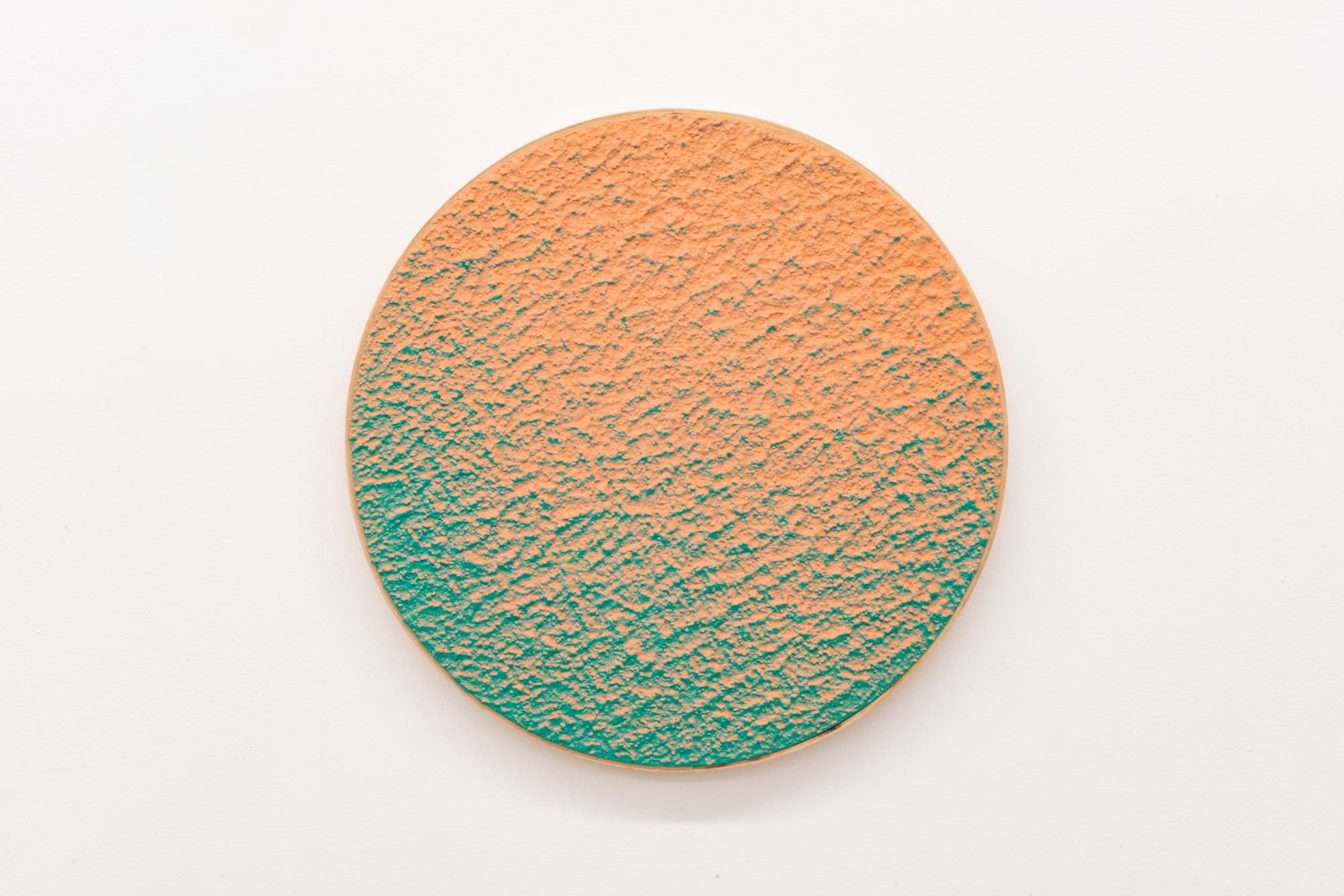 """Pierre Julien,  In The Deepest Oceans-B12 , 2018, stucco et peinture aérosol sur bois, diamètre : 41 cm (16"""")"""