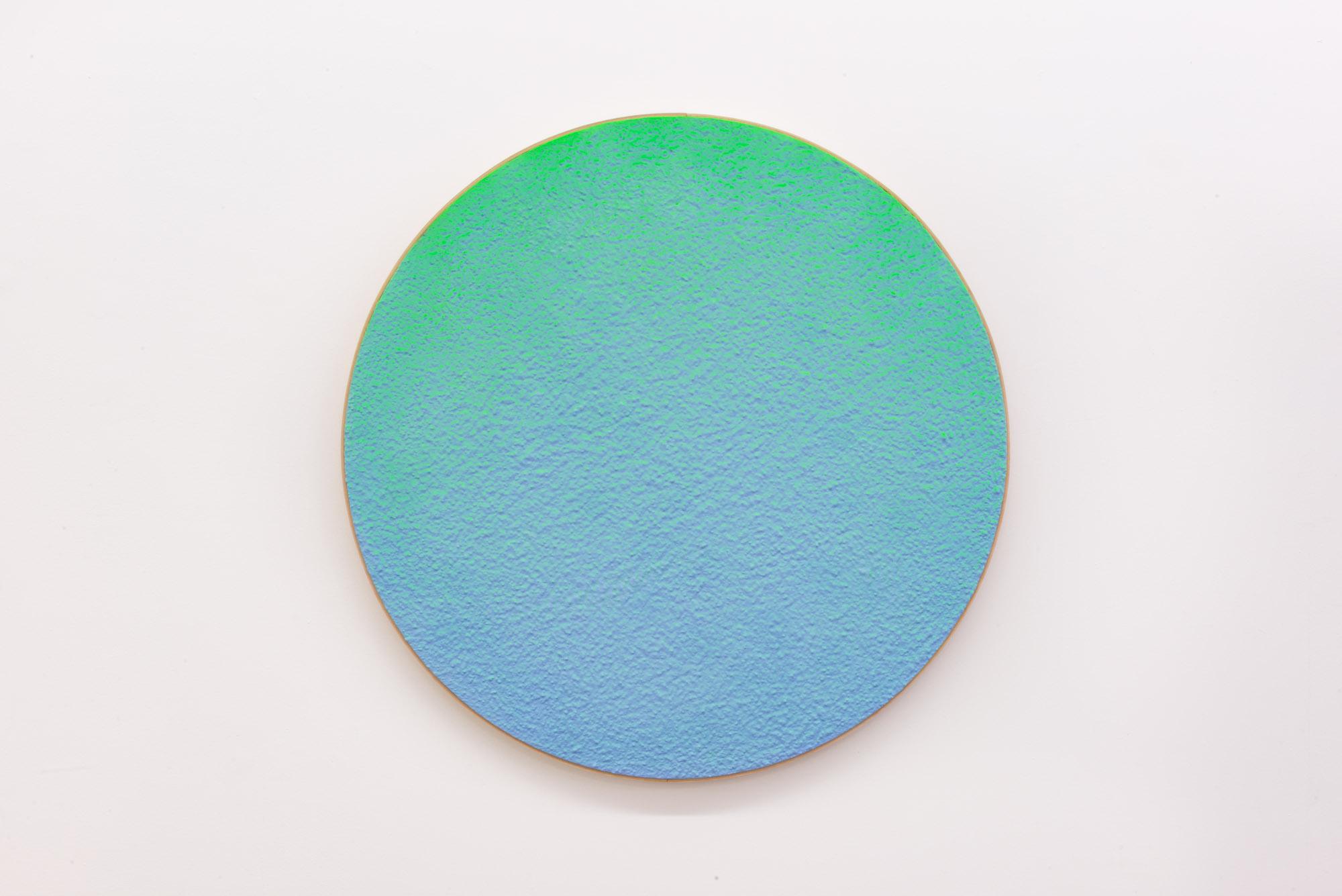 """Pierre Julien,  In The Deepest Oceans-C4 , 2018, stucco et peinture aérosol sur bois, diamètre : 76cm (30"""")"""