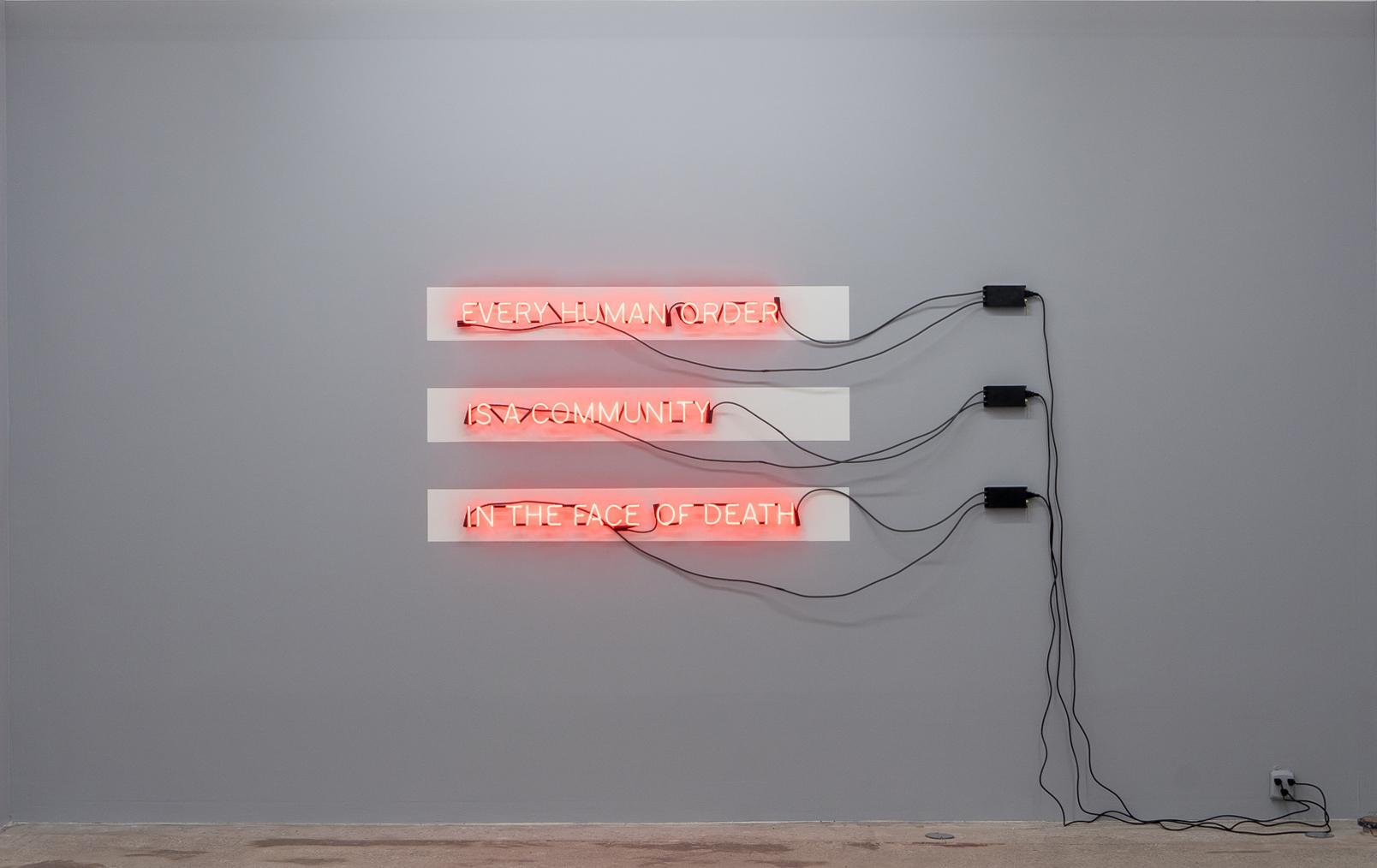 Carl Trahan,  In the Face of Death,  2018, enseigne au néon, transformateurs, peinture, dimensions variables.