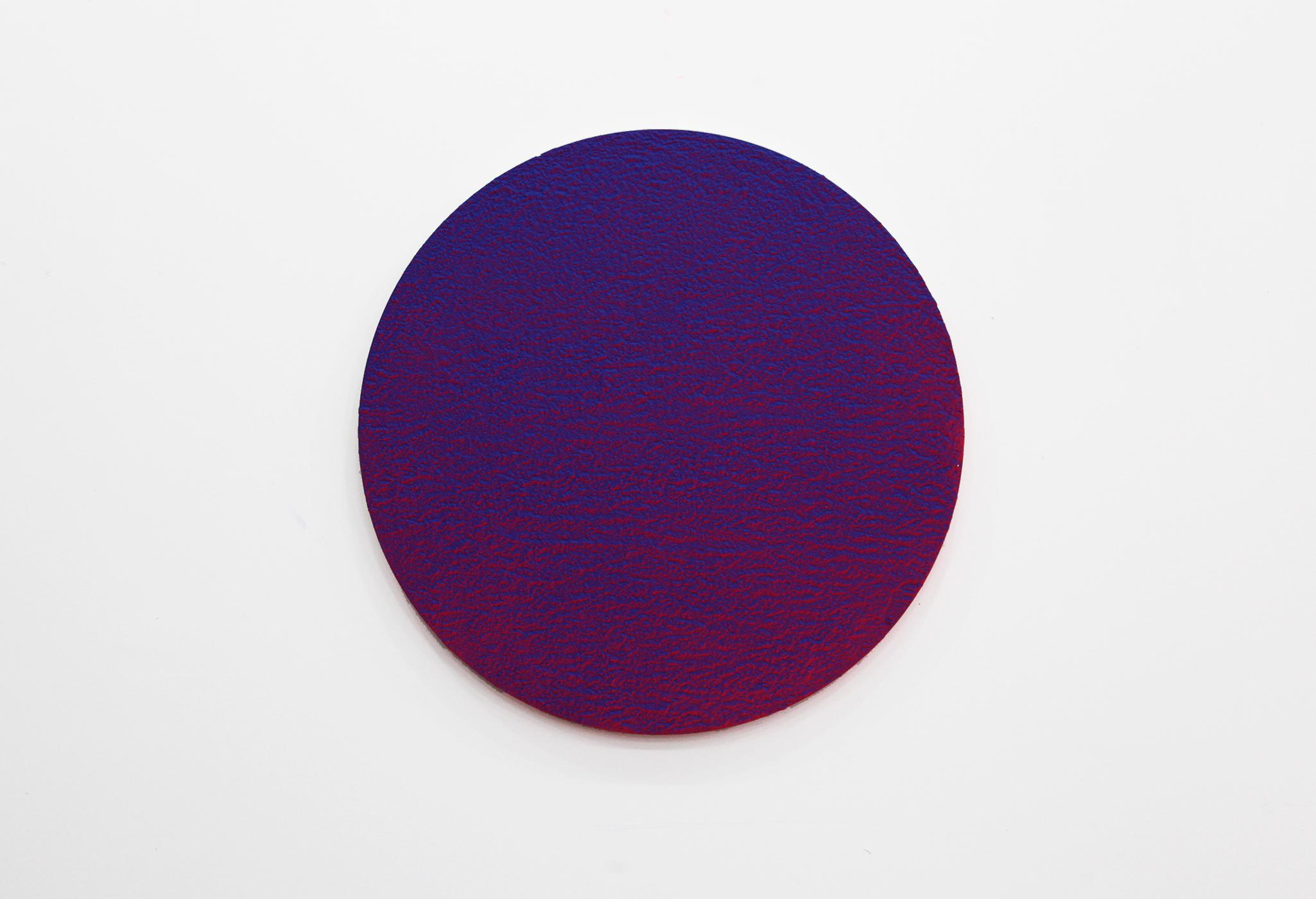 """Pierre Julien,  In the Deepest Oceans - C001 , 2018, stucco, acrylique et peinture aérosol sur panneau de bois, 76 cm (30"""") de diamètre"""