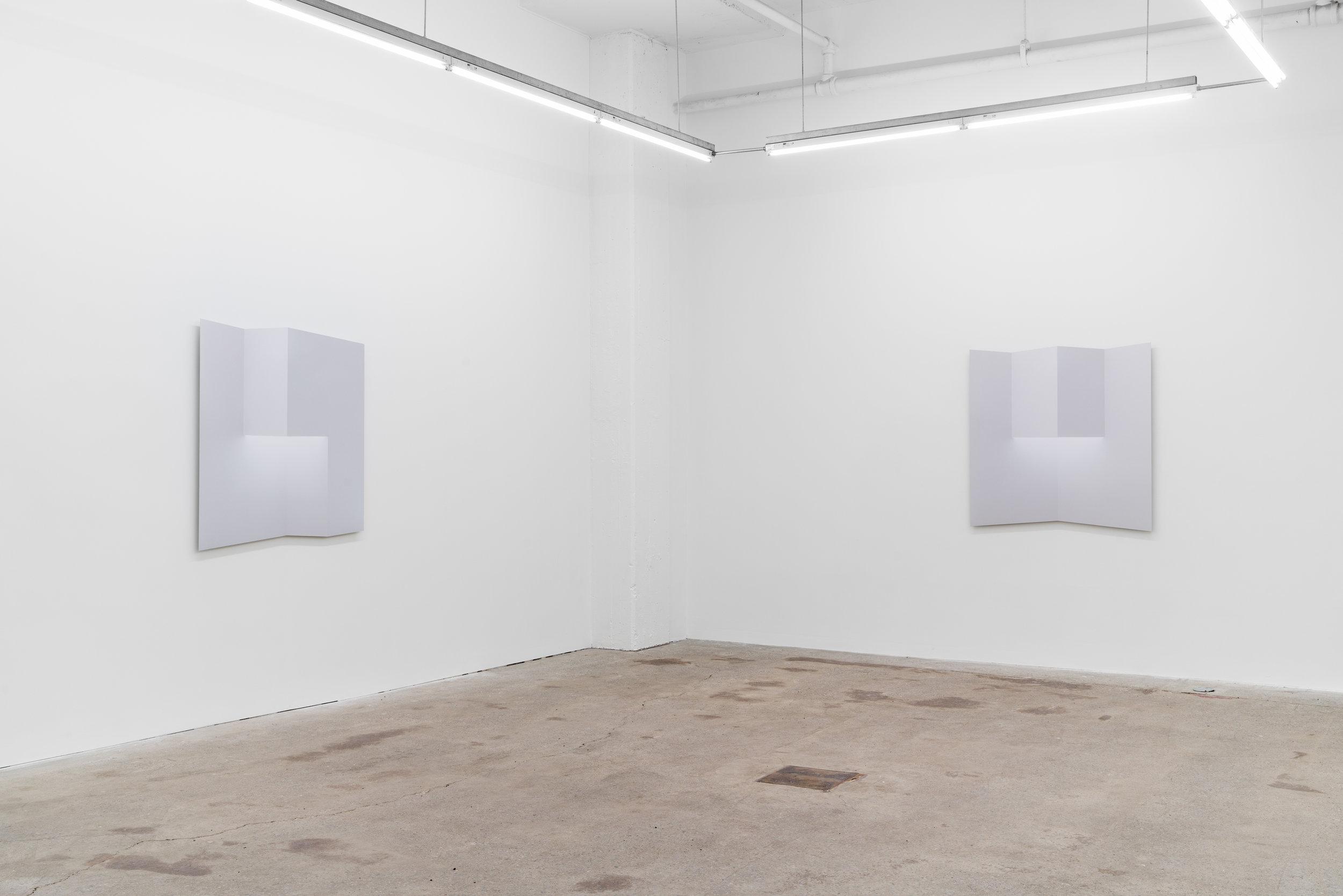 Caroline Cloutier,  Pliages , 2018, vue d'exposition, Galerie Nicolas Robert, photo : Jean-Michael Seminaro