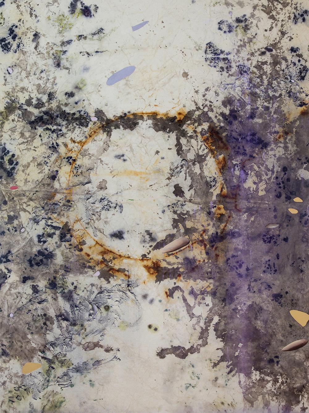 """Gillian King,  Moon Marrow,  2019, médium à cire froide, fil de coton, huile, pigments bruts, sédiments de rouille et divers matériaux végétaux sur toile, 122 x 91 cm (48"""" x 36"""")"""