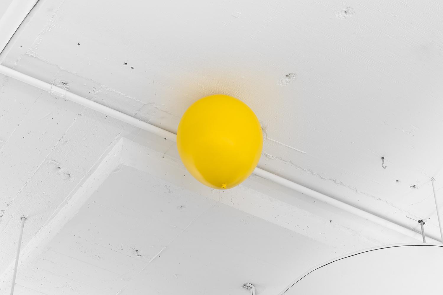 """Roula Partheniou,  Unethered (balloon), Sunrise,  2019, résine, mousse, peinture automobile, 33 x 25 x 25 cm (13"""" x 10"""" x 10""""), courtoisie MKG127 Gallery"""