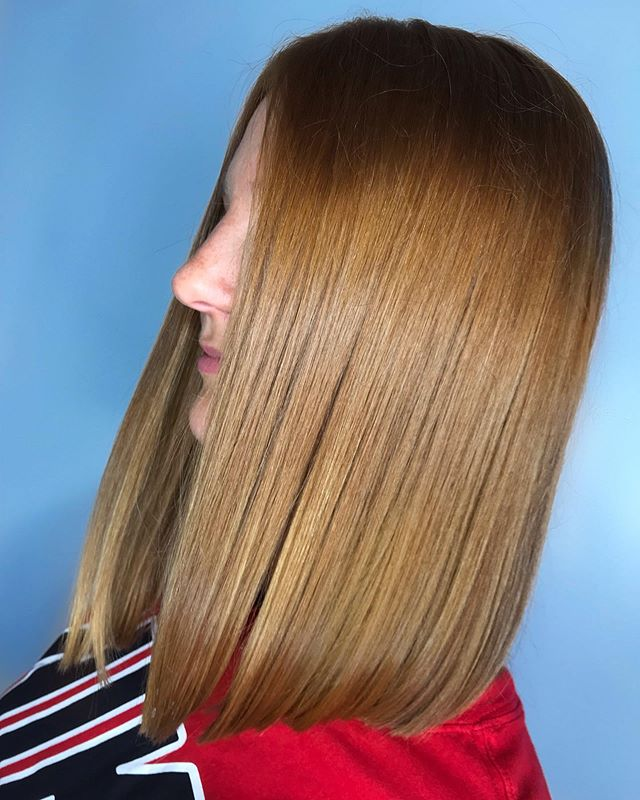Beautiful • Blunt • Sleek Handcrafted by Artist Taylor! Call or text (518) 225.2225. . . . . . . . #jennassalon #goldwellapprovedus #kmsapprovedus #iamgoldwell #licensedtocreate #picoftheday #hairoftheday #hairgoals #hairtrends #hairbrained #likelike #instalike #creation #stylistsupportingstylists #artistsoninstagram #thursday