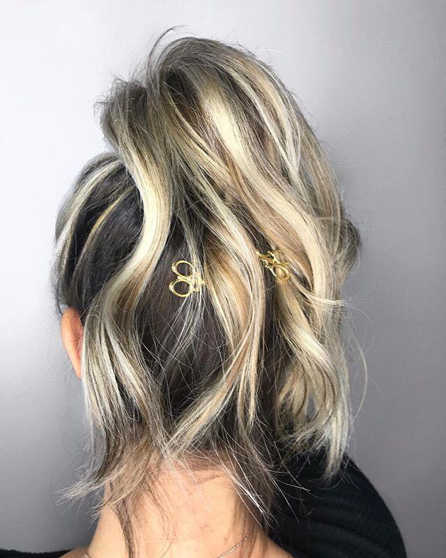 Pony goals &  B L O N D E ✂️✂️✂️ By Artist Maggie Call•text (518) 225.2225. . . . . . . . #jennassalon #kmsapprovedus #goldwellapprovedus #ponytail #blonde