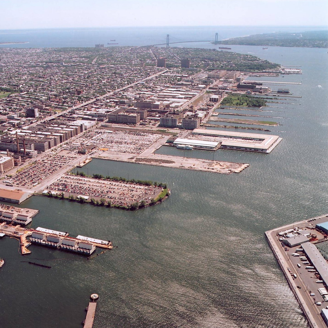 Community &   Industrial Business Resiliency    The Sunset Park industrial waterfront is being threatened by land speculation, potential rezonings, and high-end commercialization inconsistent with blue-collar manufacturing.