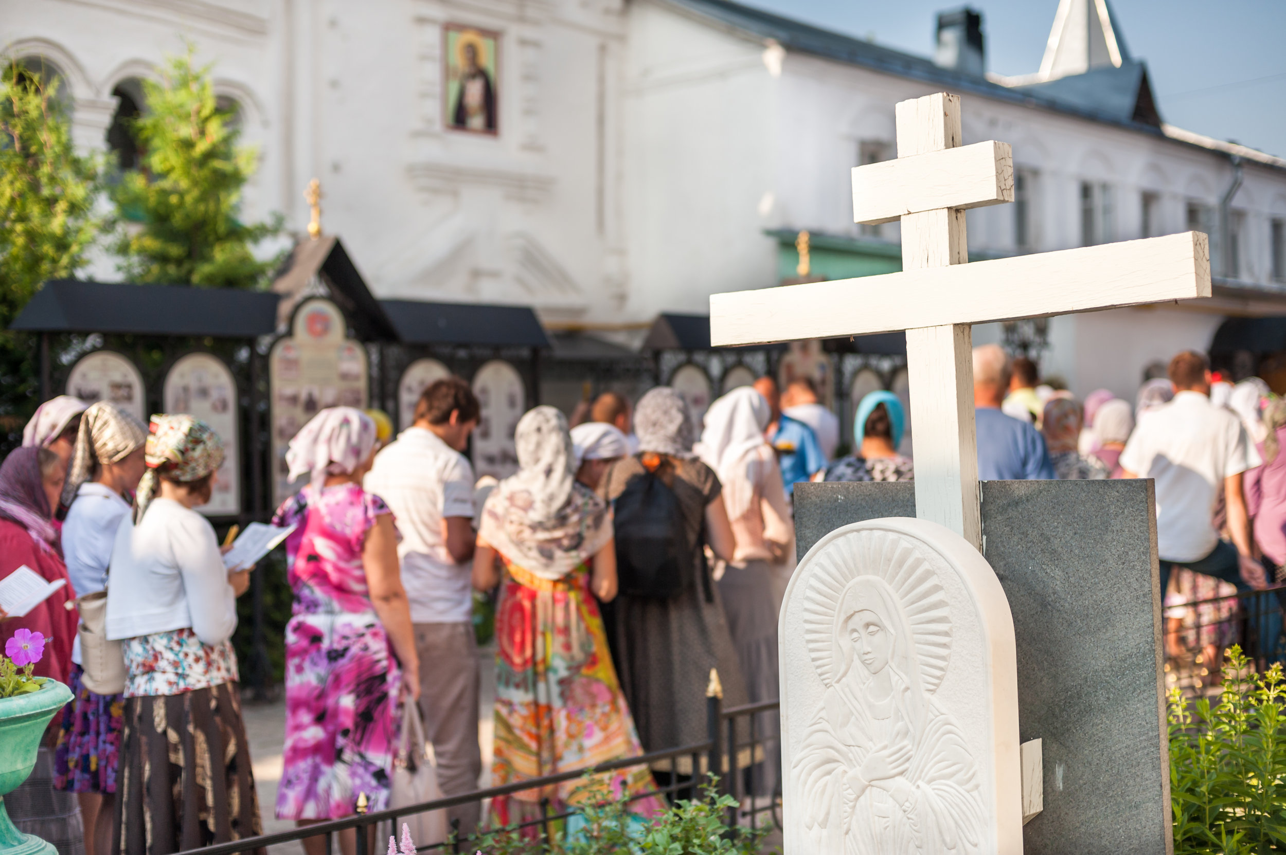 Pilgrims queuing to venerate the relics of St Peter and Fevronia, Murom, August 2013