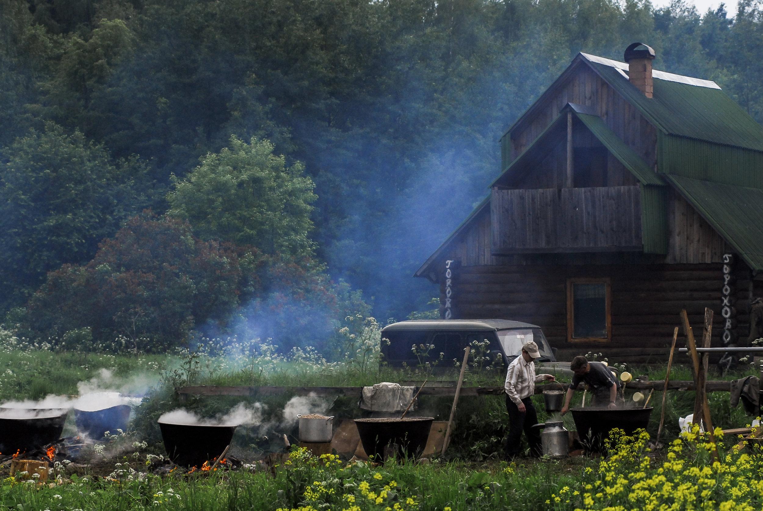 Preparing porridge for pilgrims, Goroxovo, June 2010