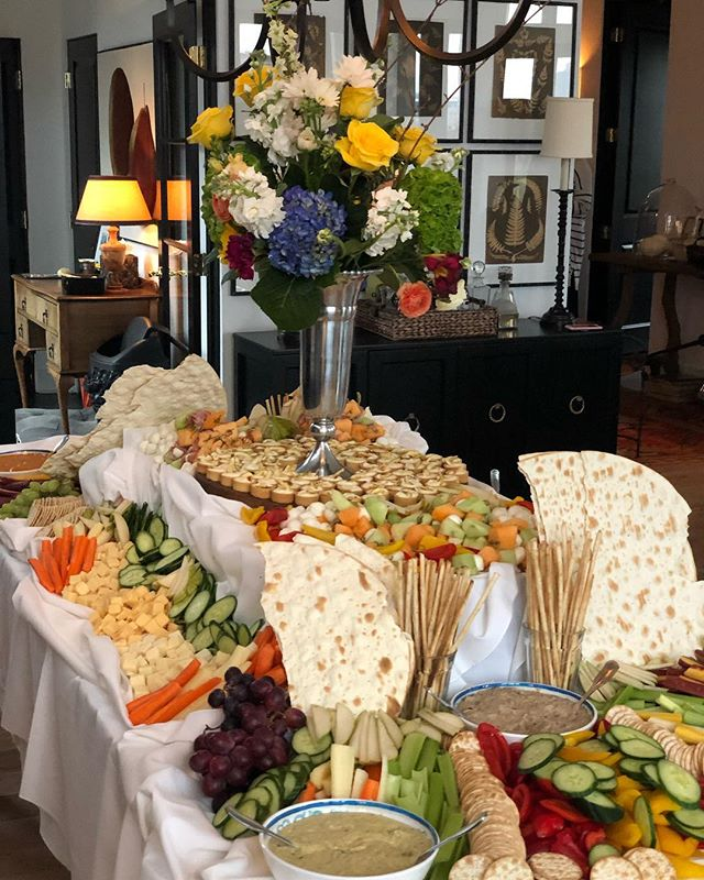 It's finally Spring! We celebrated @bloompartykc benefactors at the stunning home of @zim_loy last night. Thank you @tavern_village for the delish spread.