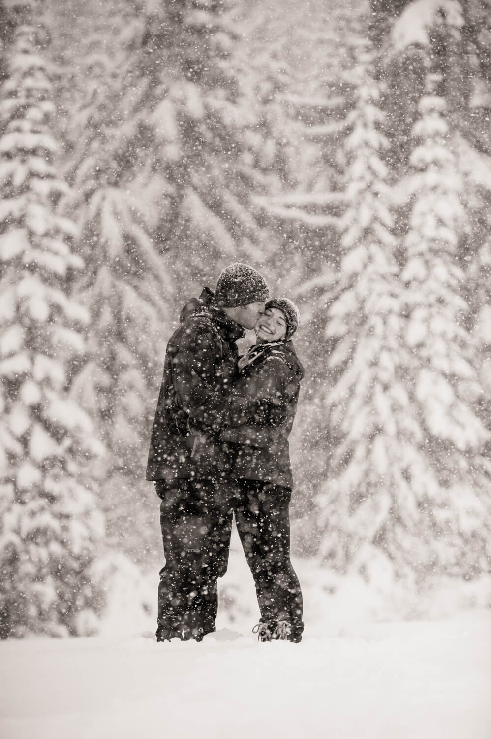 kiss-snow-engagements.jpg