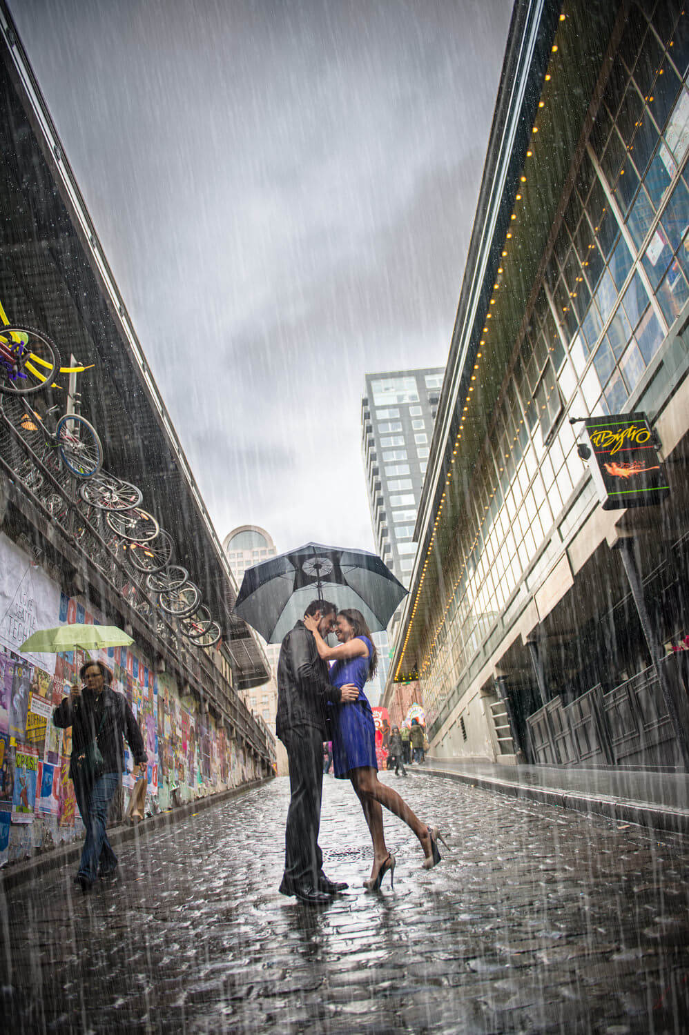 seattle-rain-kiss-pike-market.jpg