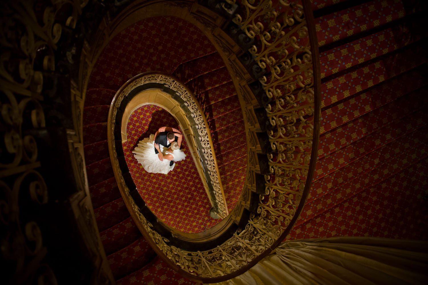 spiral-staircase-bride-groom.jpg
