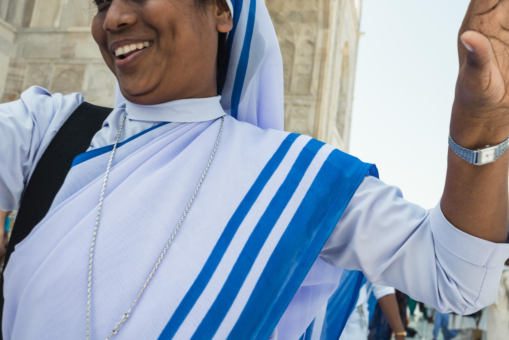 Hapy woman at the Taj Mahal