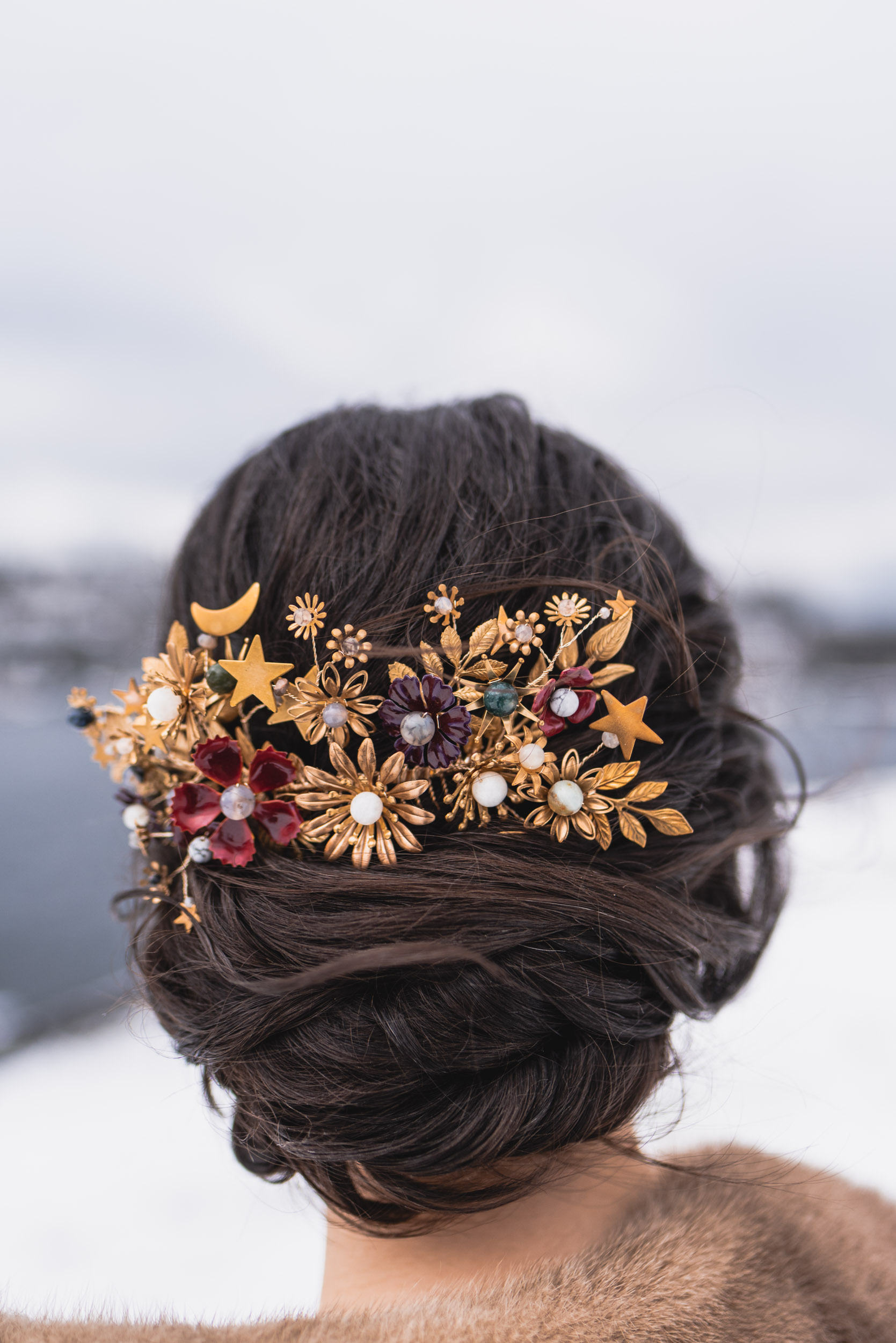 Bride hair accessory detail
