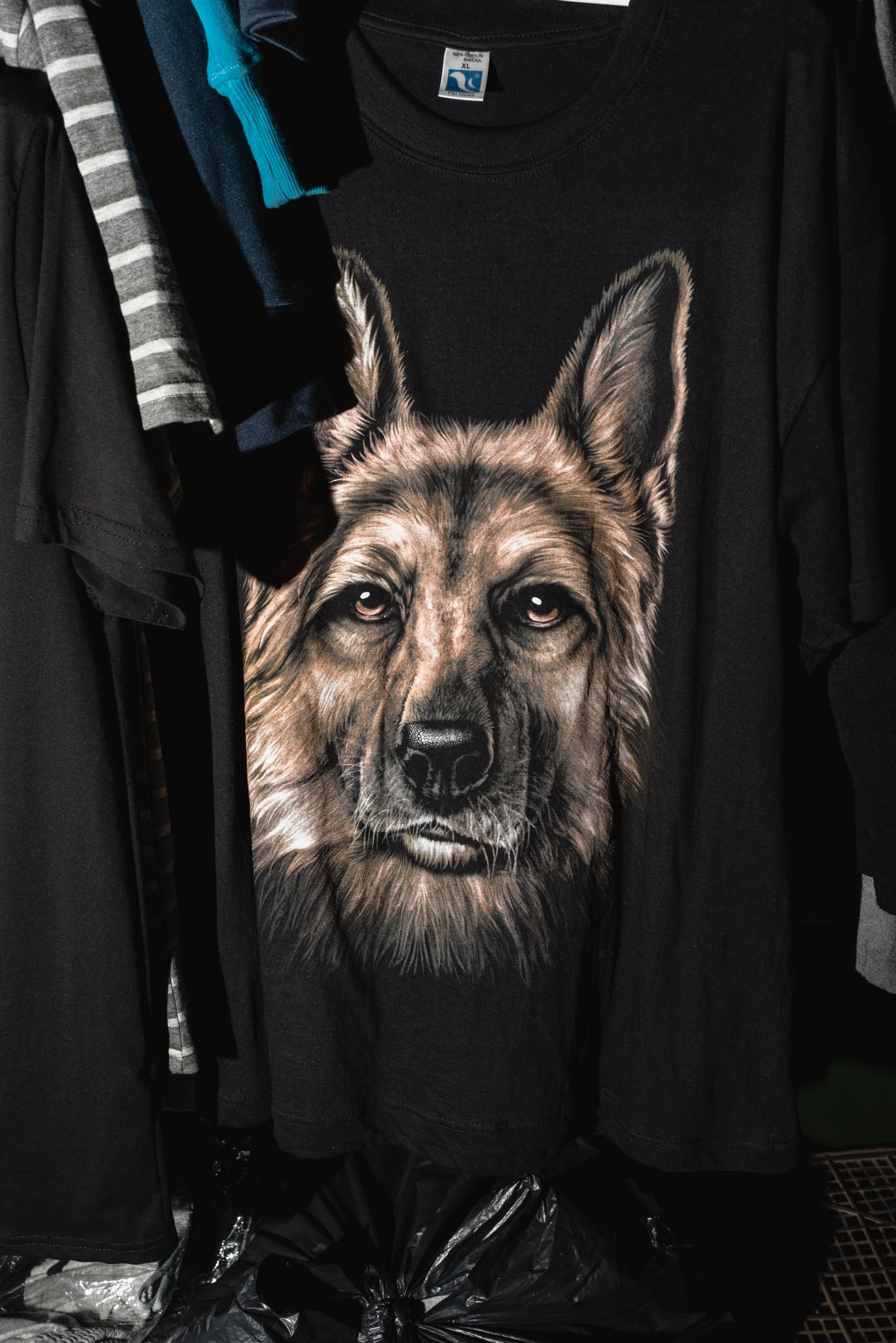 Dog head t-shirt at Marketplace Miletičova